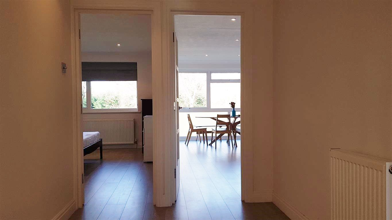 2 bedroom apartment flat/apartment To Let in Stanmore - Entrance Hallway