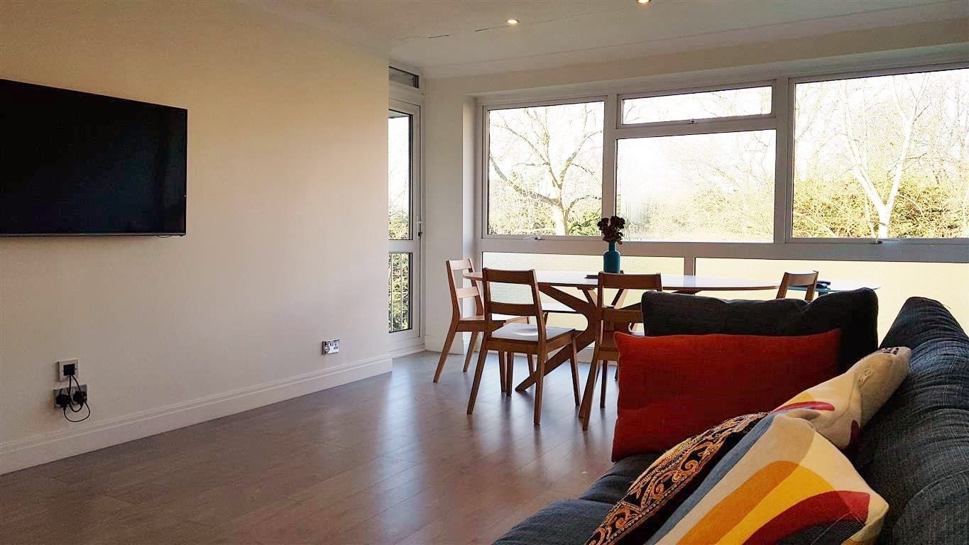 2 bedroom apartment flat/apartment To Let in Stanmore - Property photograph