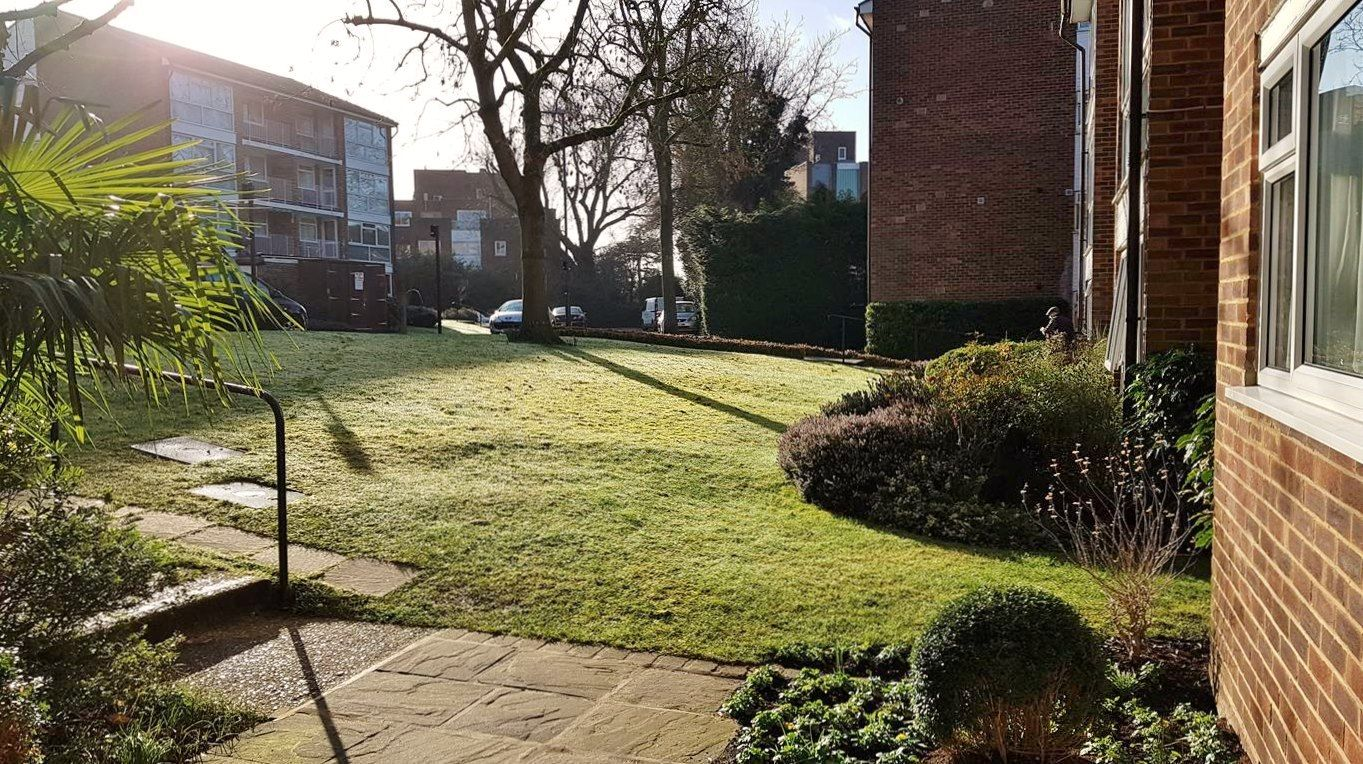 2 bedroom apartment flat/apartment To Let in Stanmore - Outside space