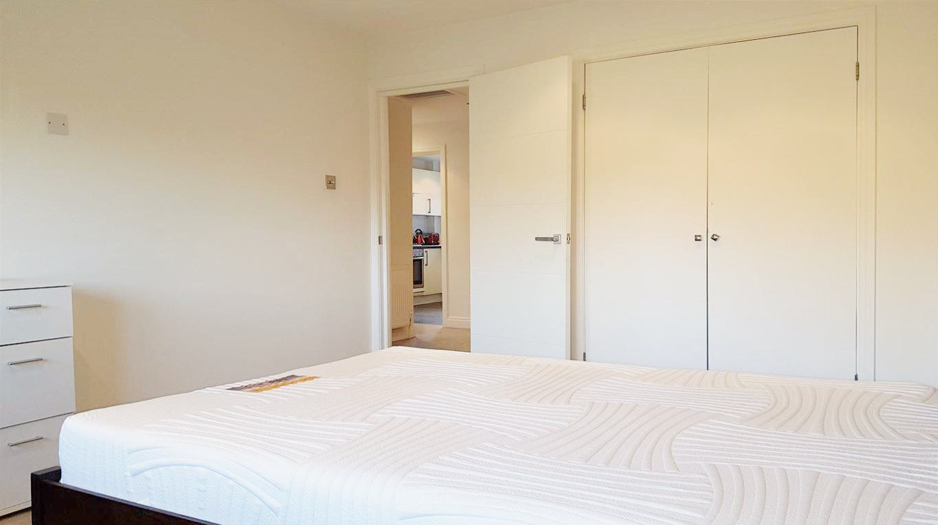 2 bedroom apartment flat/apartment To Let in Stanmore - Double fitted wardrobes