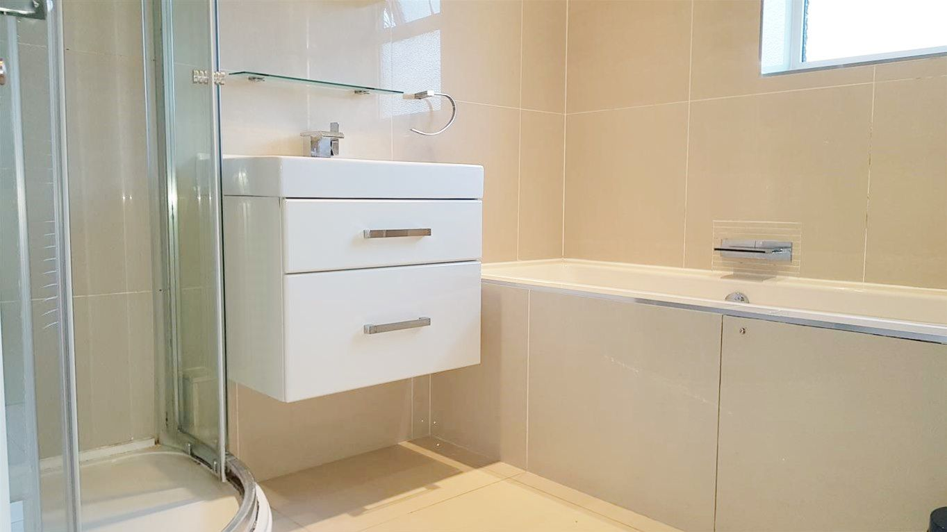 2 bedroom apartment flat/apartment To Let in Stanmore - Fully Tiled