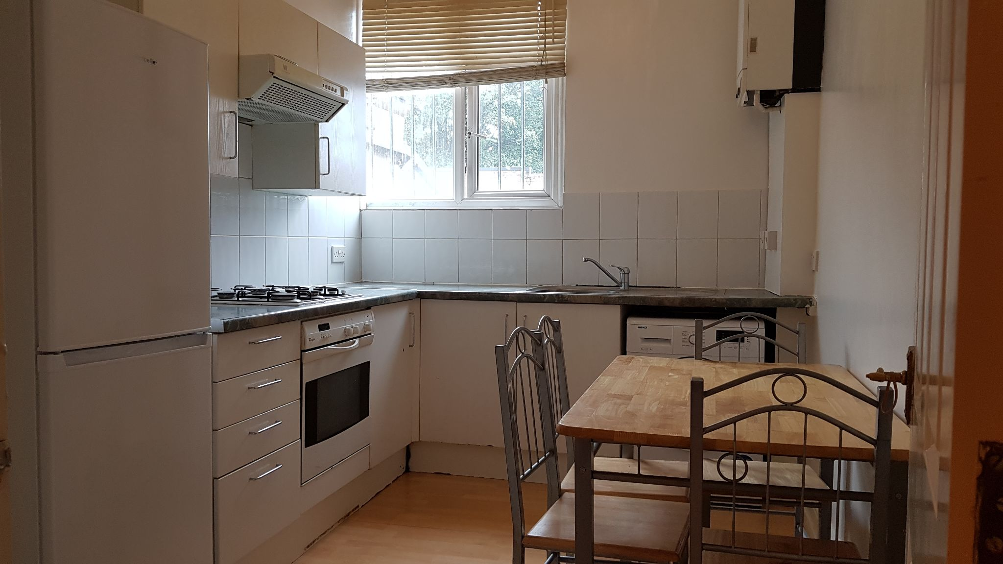 2 bedroom flat flat/apartment To Let in Cricklewood - Fully fitted kitchen/Washing machine