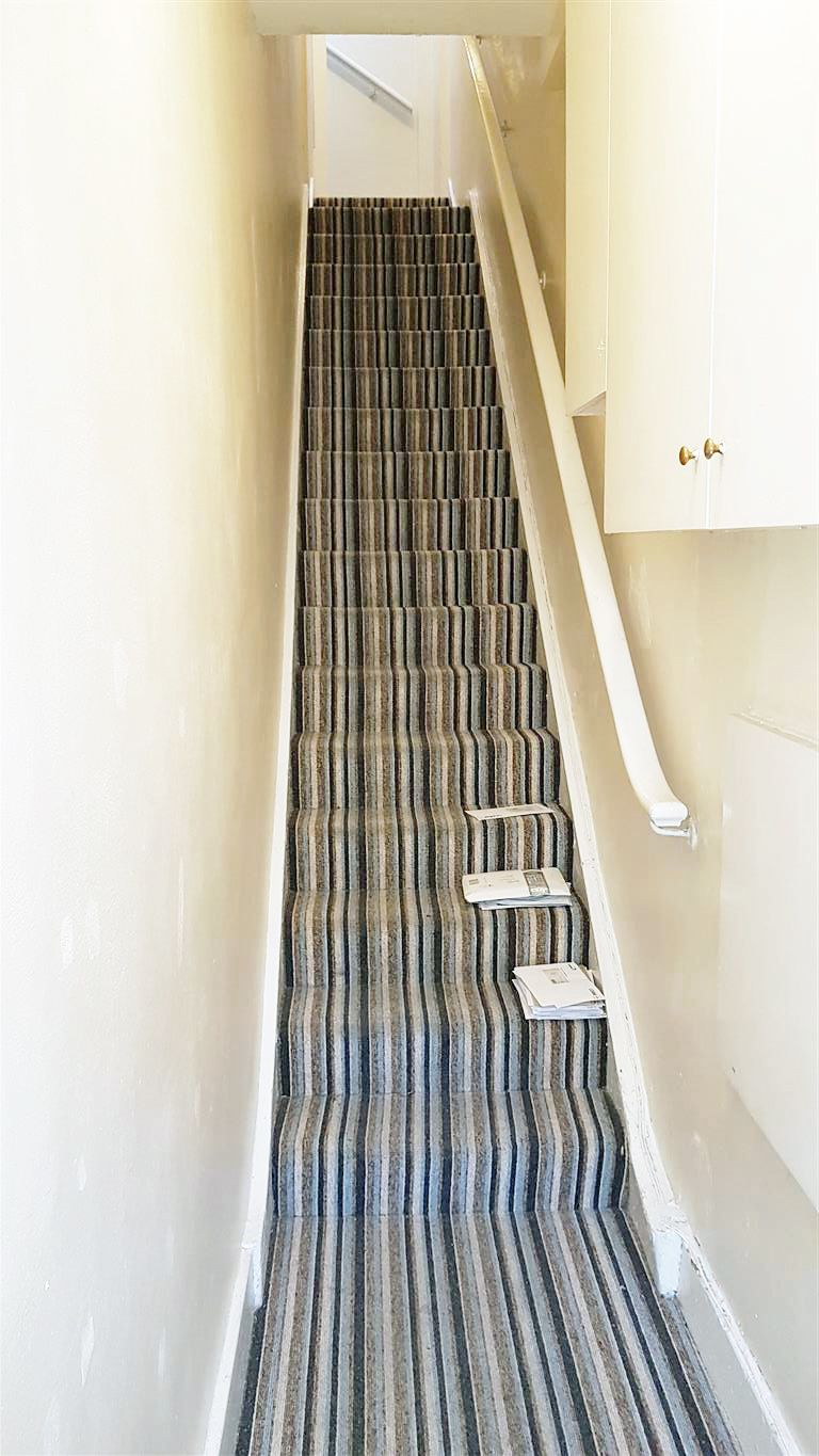 1 bedroom apartment flat/apartment To Let in London - COMMUNAL HALLWAY