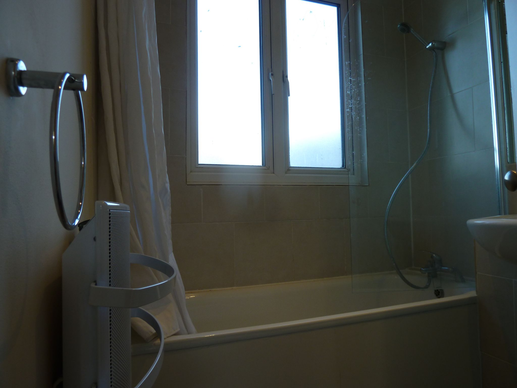 1 bedroom apartment flat/apartment To Let in London - 3 PIECE BATHROOM SUITE