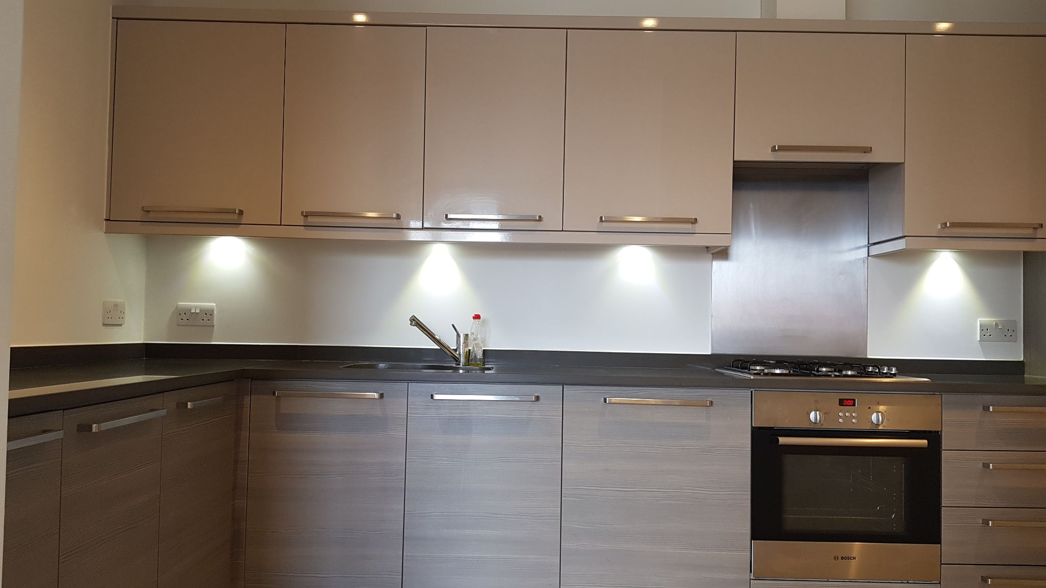 2 bedroom flat flat/apartment To Let in Queensbury - Fully fitted kitchen