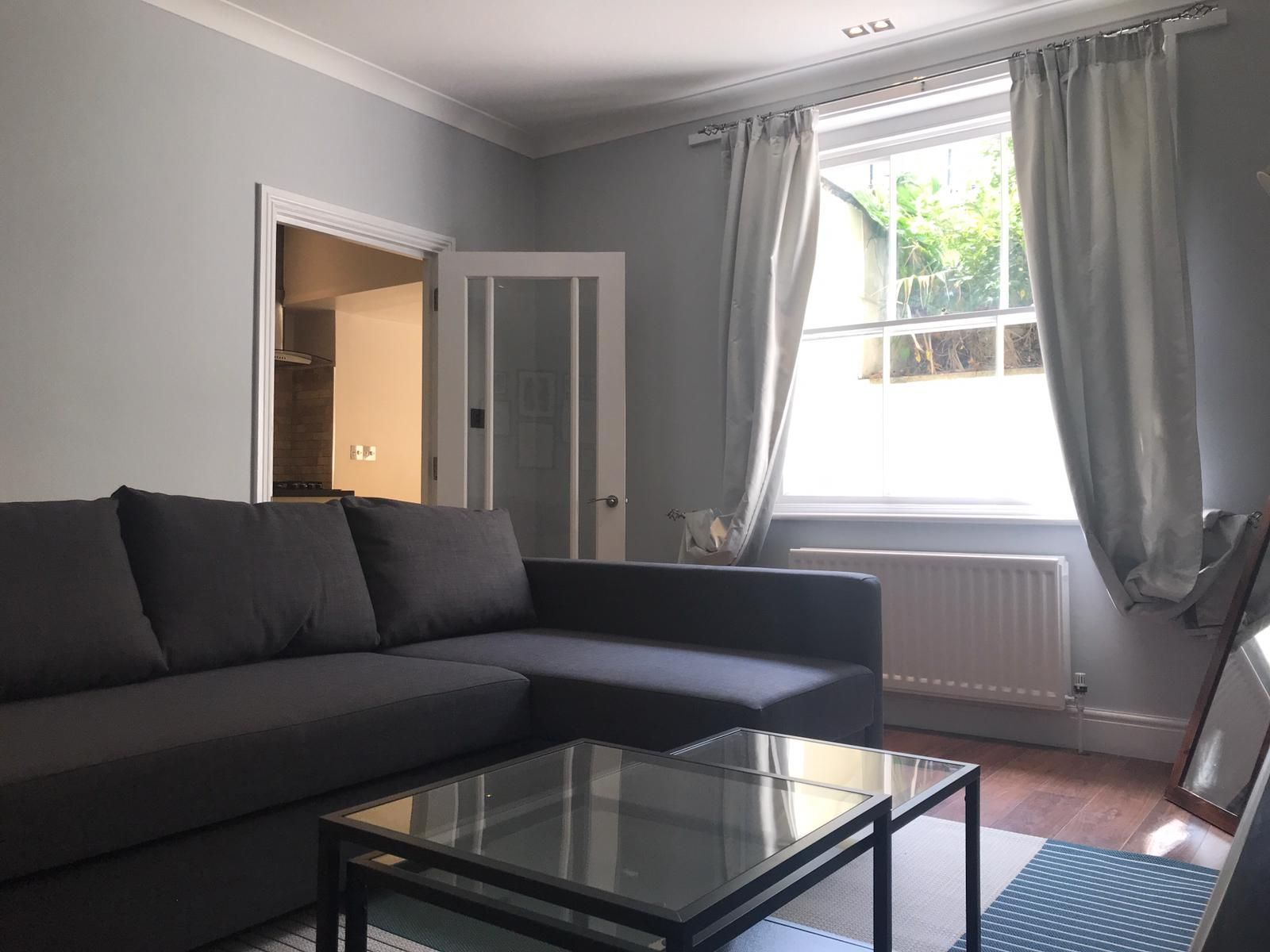 2 bedroom flat flat/apartment To Let in London - Spacious living room