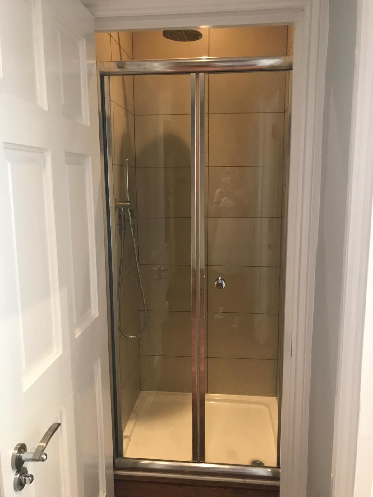 2 bedroom flat flat/apartment To Let in London - Separate shower
