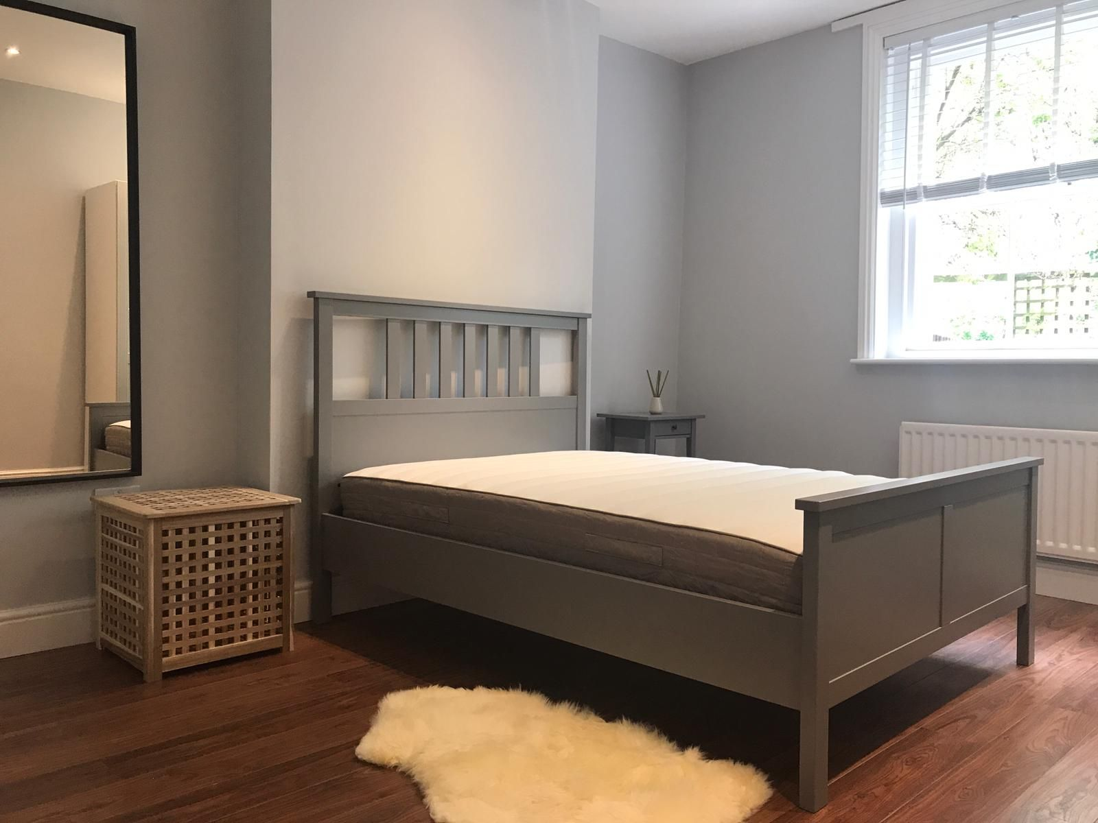 2 bedroom flat flat/apartment To Let in London - Bedroom 1/Laminated floors