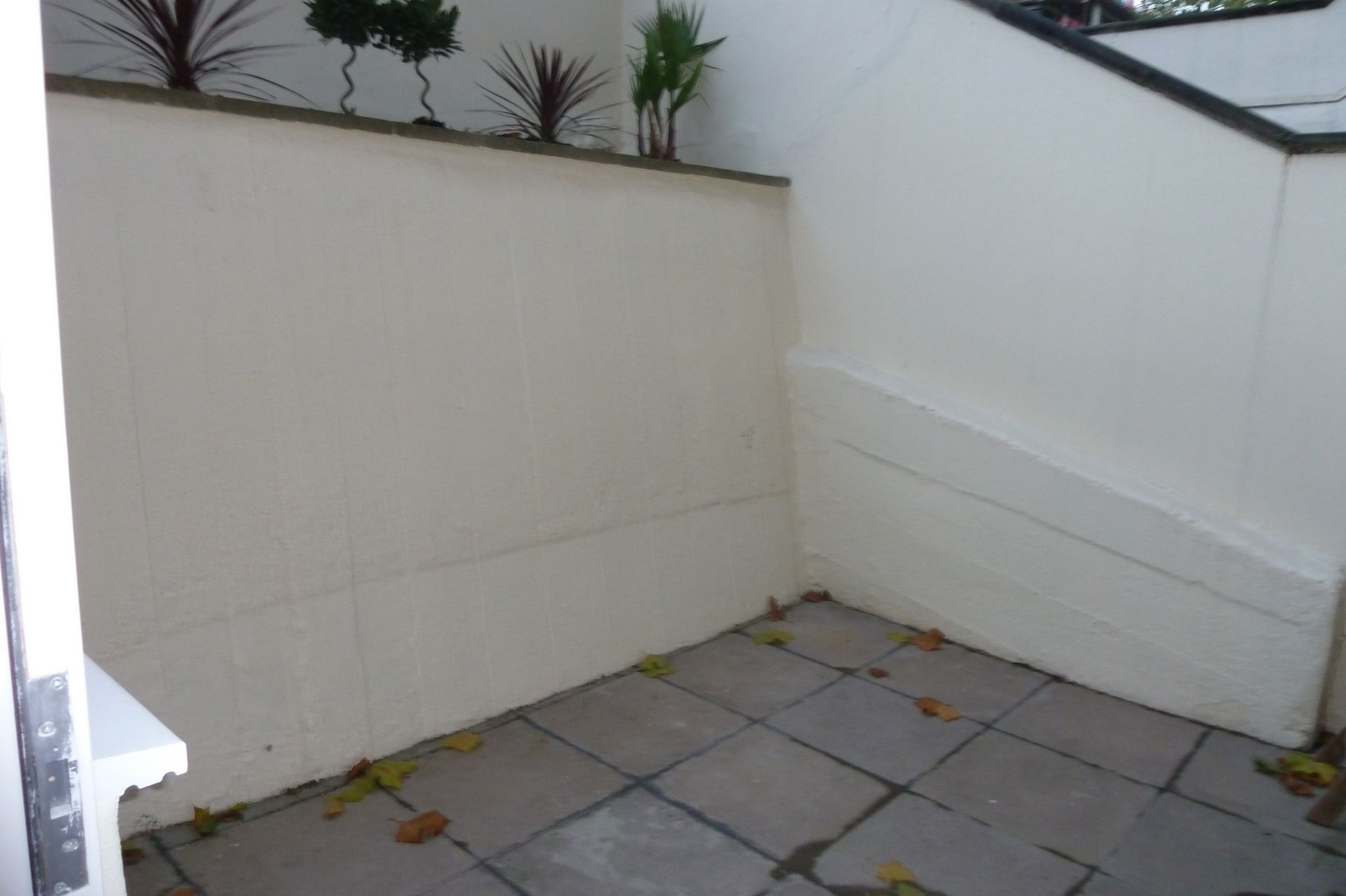 2 bedroom flat flat/apartment To Let in London - Patio