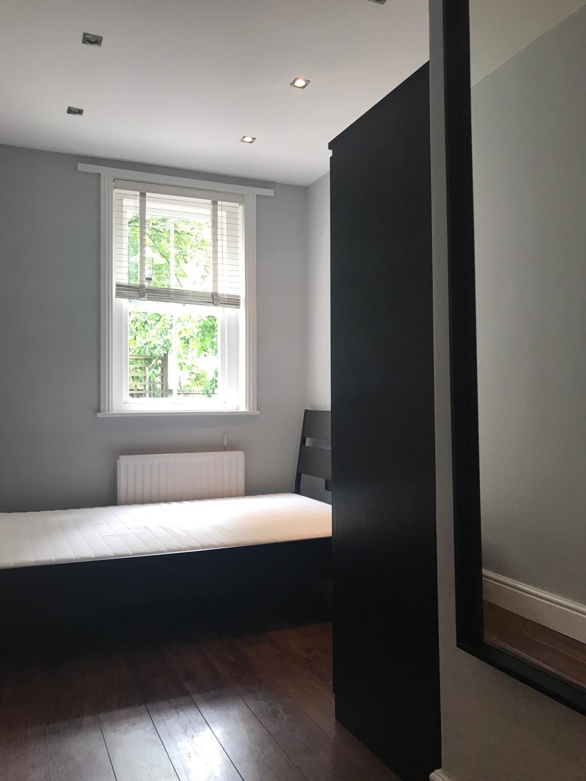 2 bedroom flat flat/apartment To Let in London - Bedroom 2/Double glazed windows