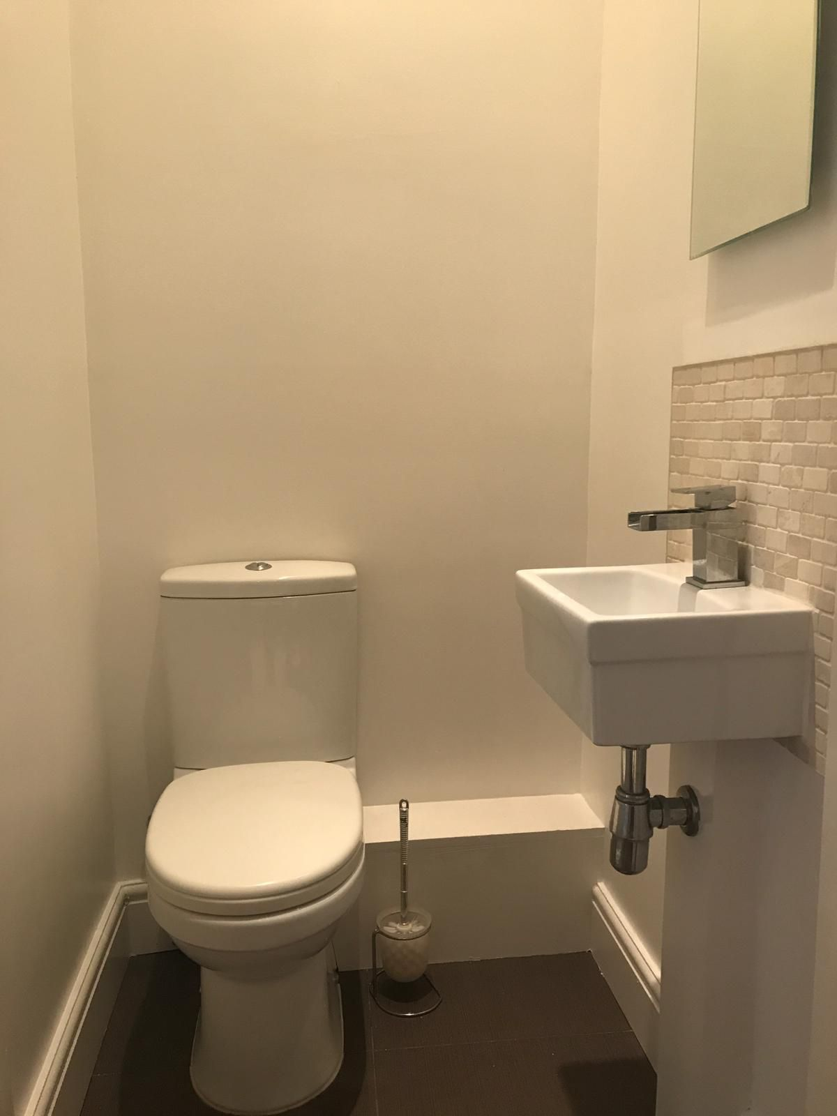 2 bedroom flat flat/apartment To Let in London - Toilet room
