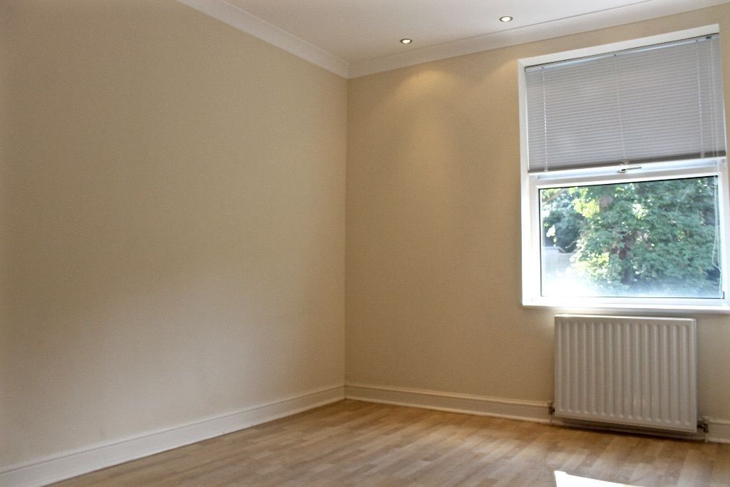 2 bedroom flat flat/apartment To Let in London - Double bedroom/laminated floors