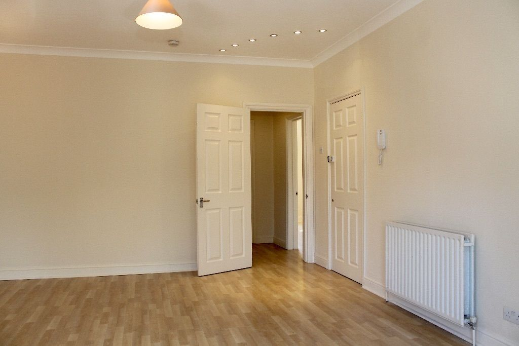 2 bedroom flat flat/apartment To Let in London - Entry Phone