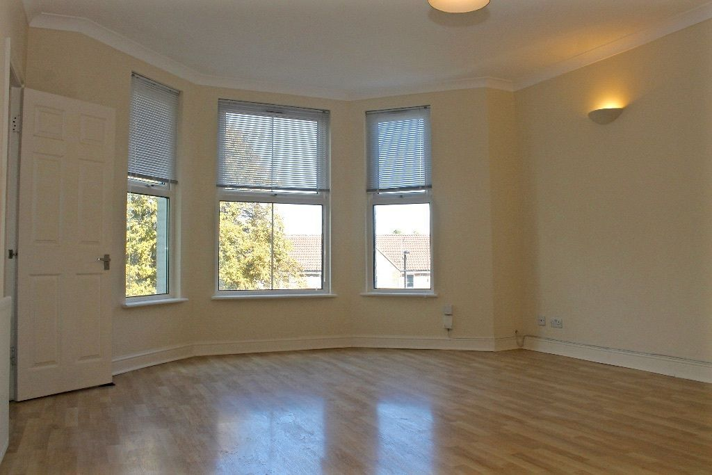 2 bedroom flat flat/apartment To Let in London - Spacious Separate Living Room