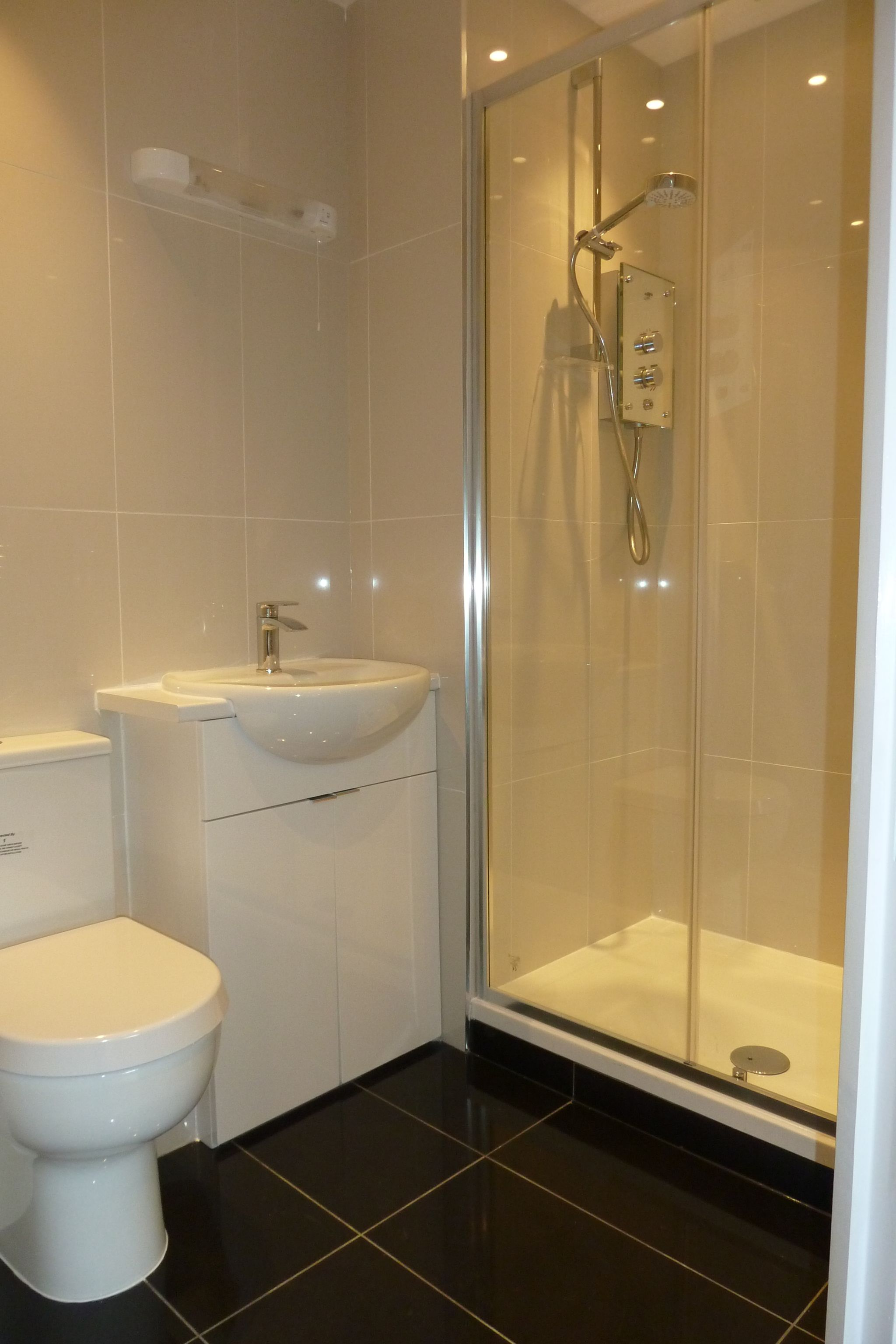 2 bedroom apartment flat/apartment Under Offer in Harrow On The Hill - Ensuite Bathroom