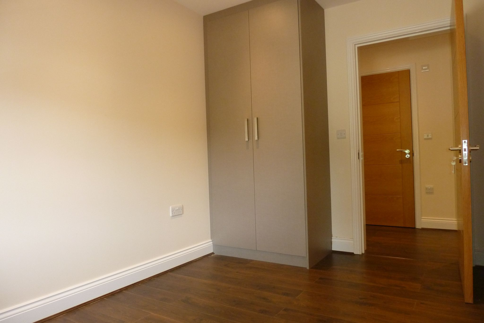 2 bedroom apartment flat/apartment Under Offer in Harrow On The Hill - Fitted Wardrobes