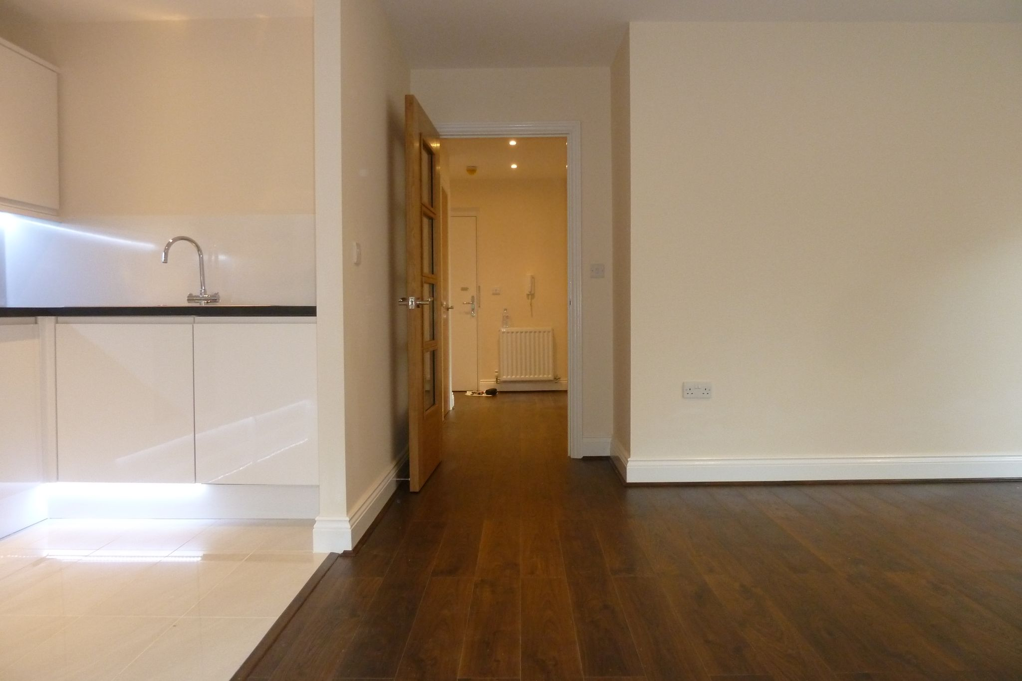 2 bedroom apartment flat/apartment Under Offer in Harrow On The Hill - Entrance hallway