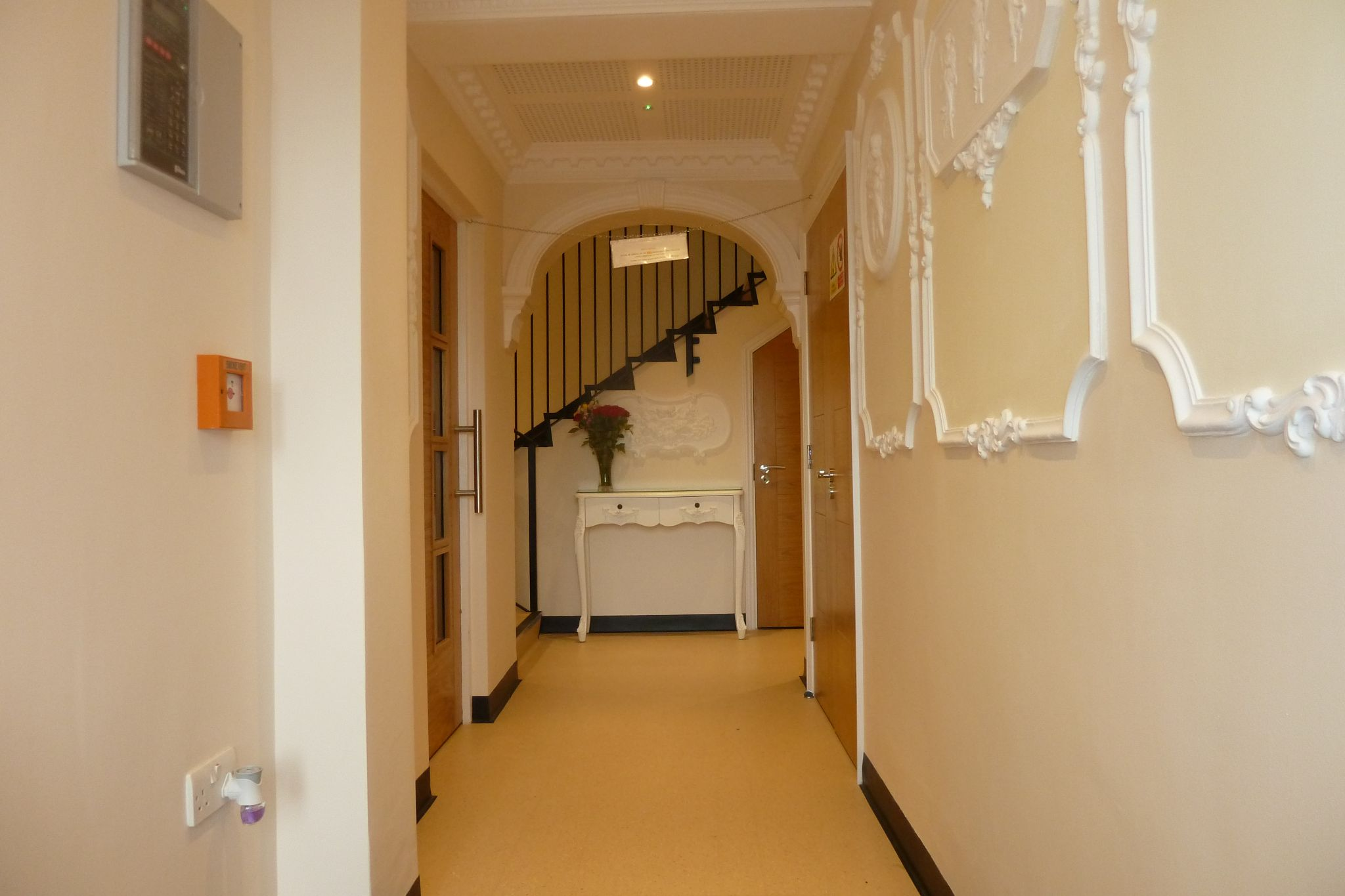 2 bedroom apartment flat/apartment Under Offer in Harrow On The Hill - Entrance hall