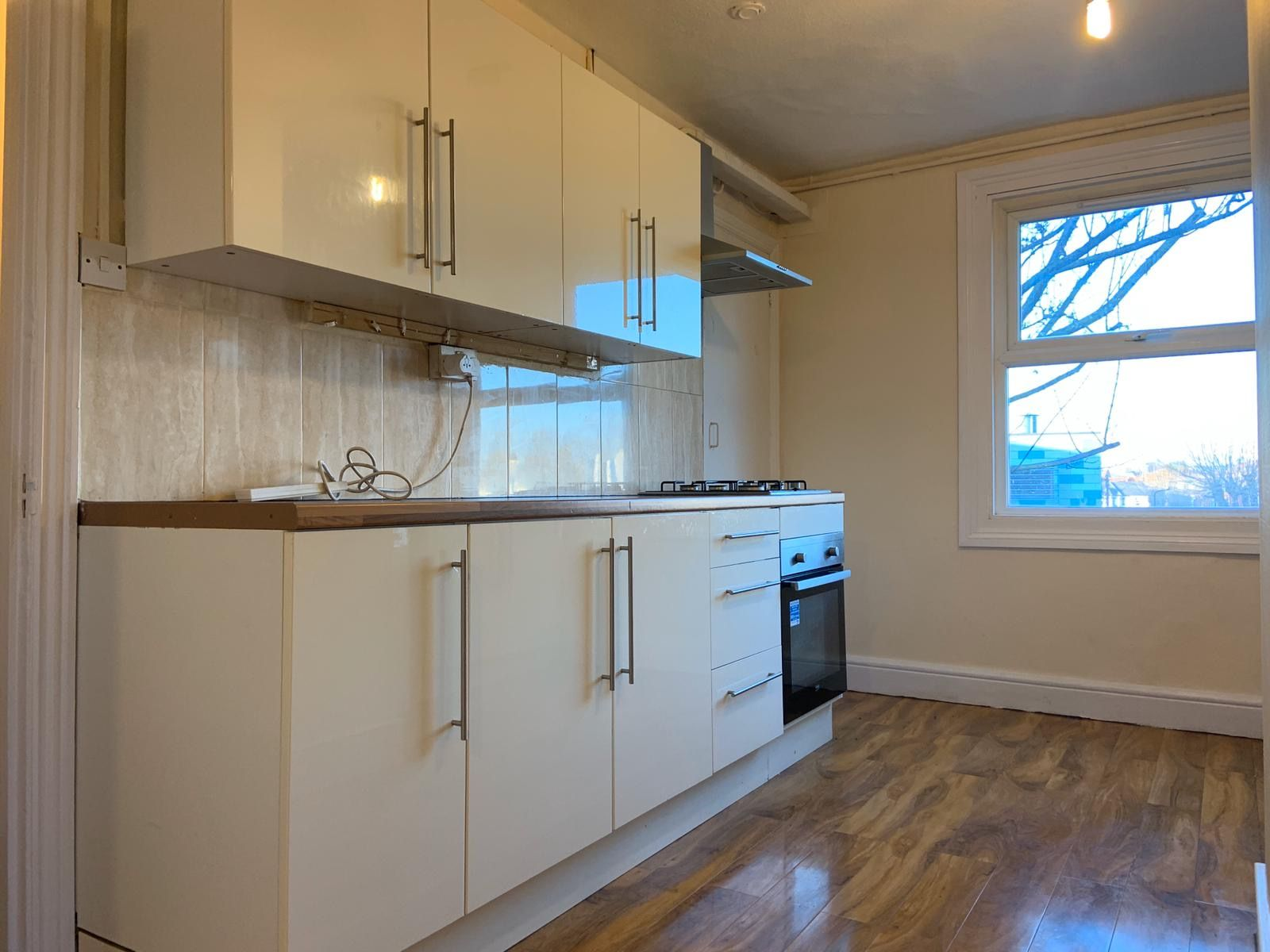 4 bedroom flat flat/apartment To Let in Willesden Green - FITTED KITCHEN