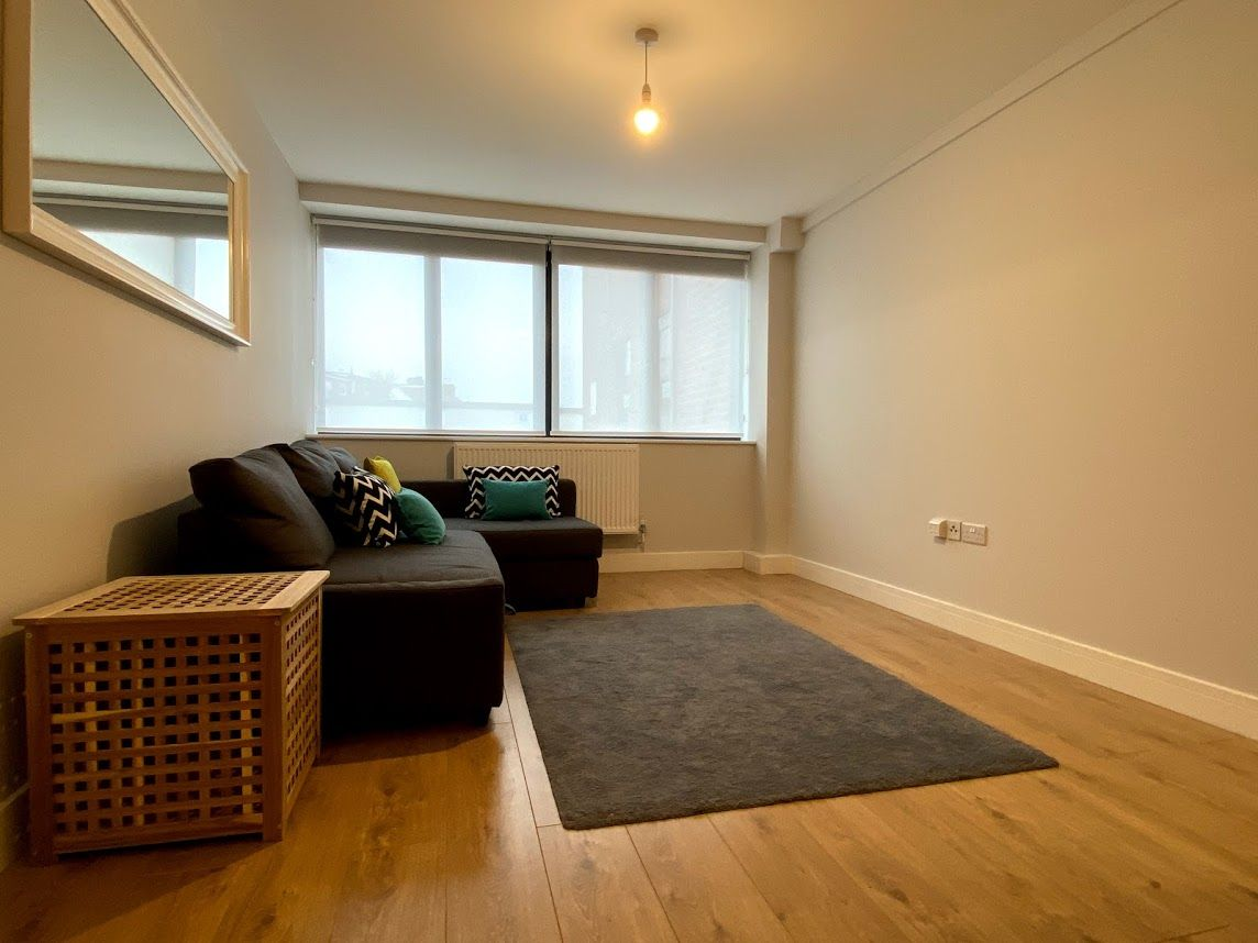 1 bedroom flat flat/apartment To Let in Kingsbury - DOUBLE GLAZED WINDOWS