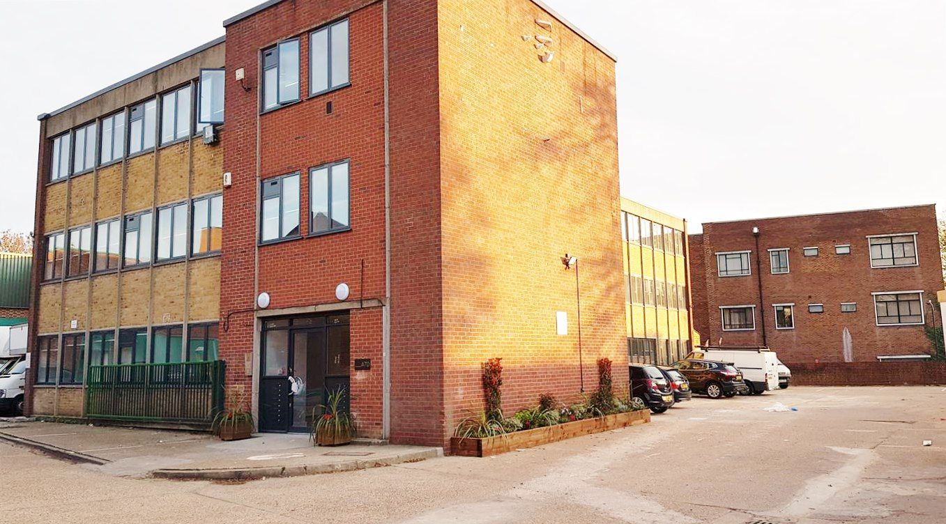 1 bedroom flat flat/apartment To Let in Kingsbury - Front of the building