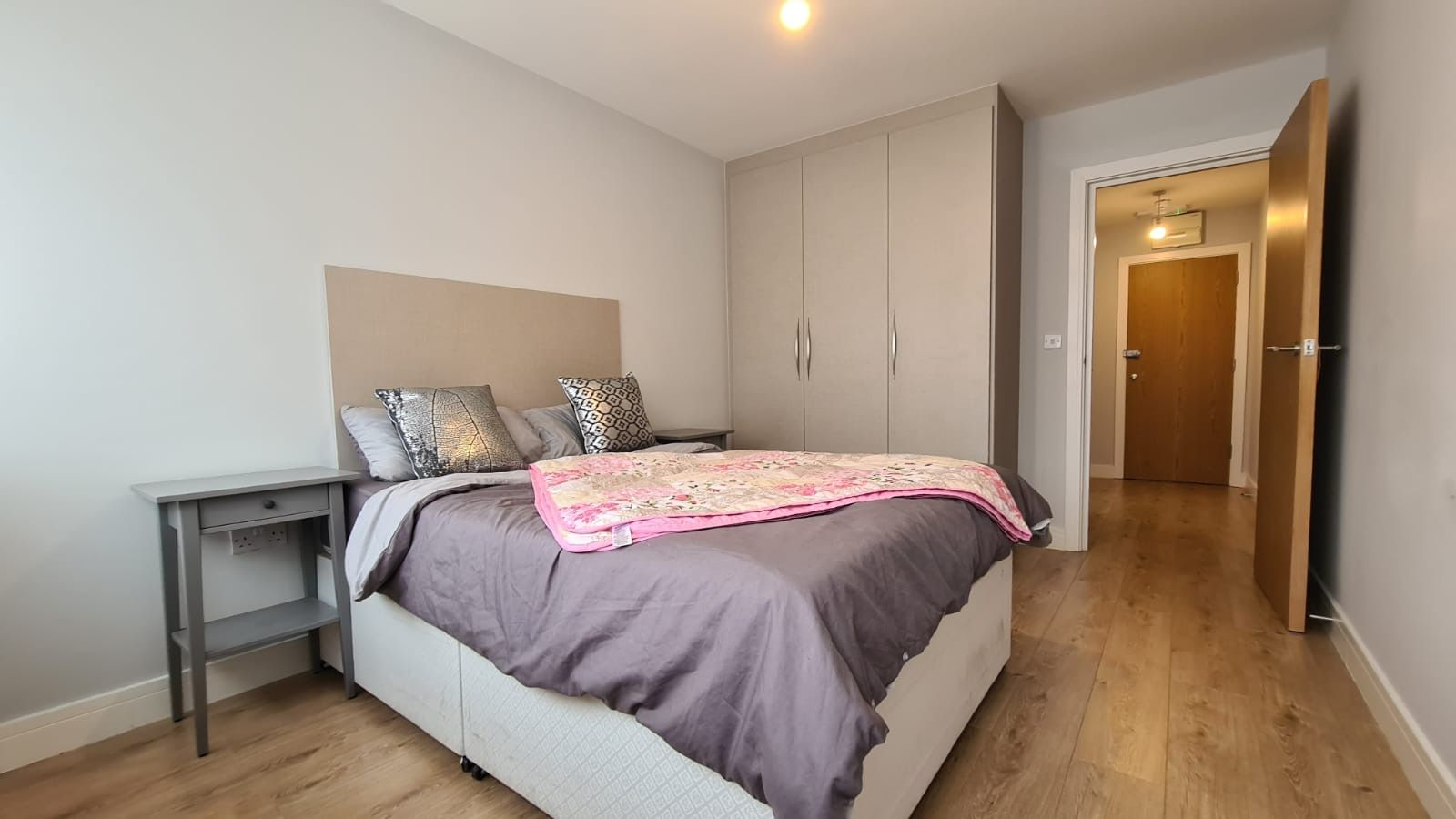 1 bedroom flat flat/apartment To Let in Kingsbury - Bedroom with fitted Wardrobe