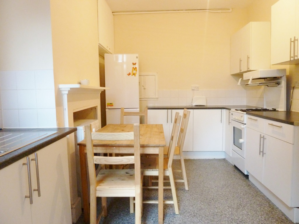1 bedroom shared house To Let in Willesden - Communal Kitchen