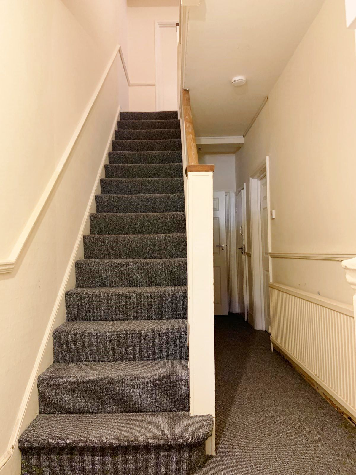 1 bedroom shared house To Let in Willesden - Communal Stairs