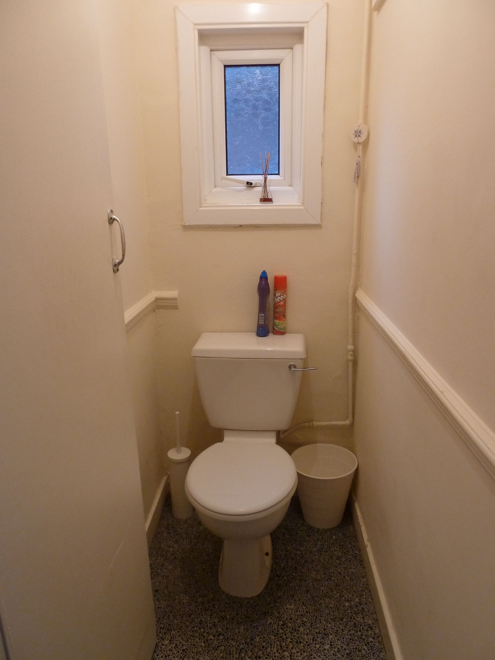 1 bedroom shared house To Let in Willesden - Separate W.C.