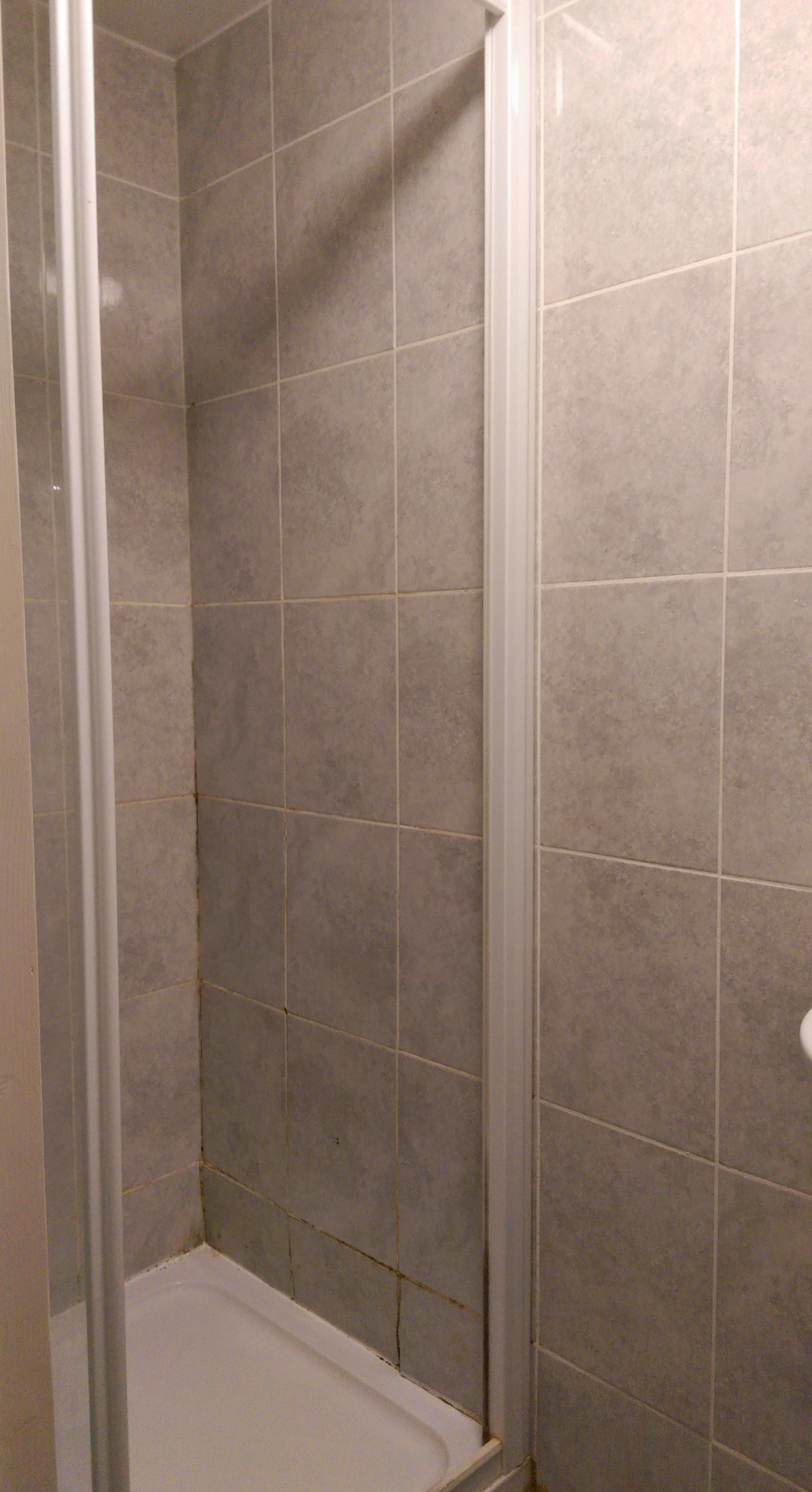 1 bedroom shared house To Let in Willesden - Communal Shower
