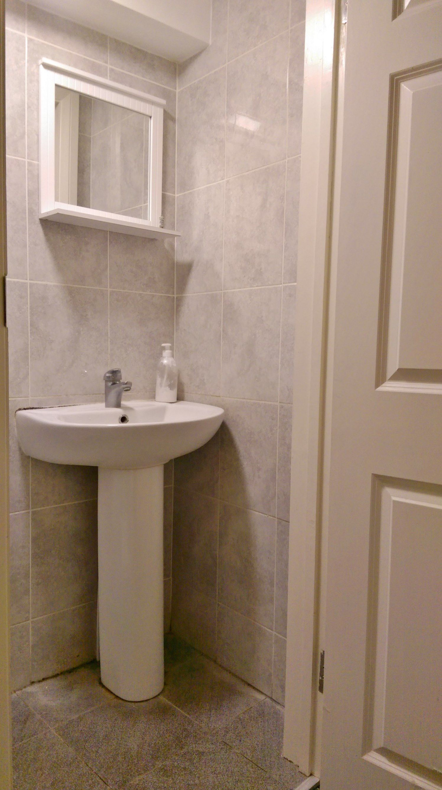 1 bedroom shared house To Let in Willesden - Communal Bathroom