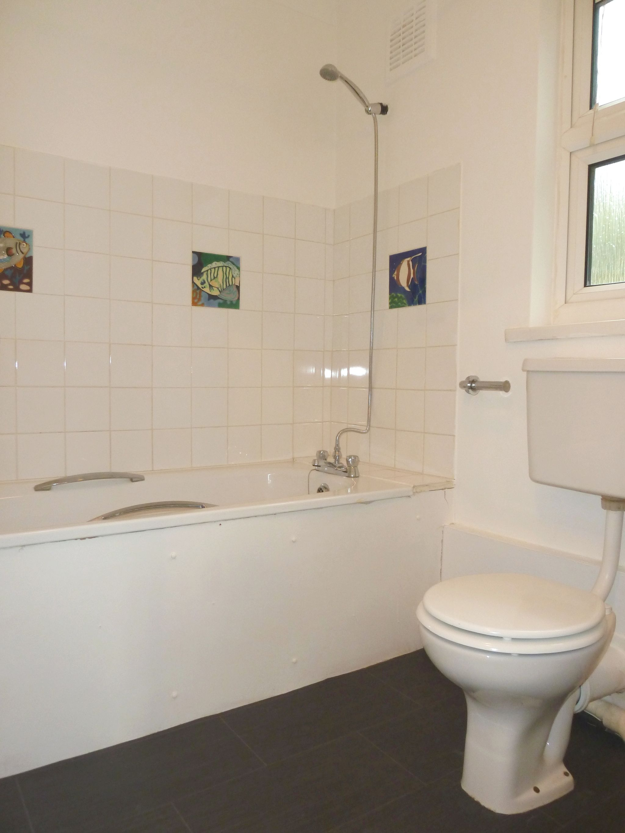 1 bedroom flat flat/apartment To Let in London - Bathroom with Shower