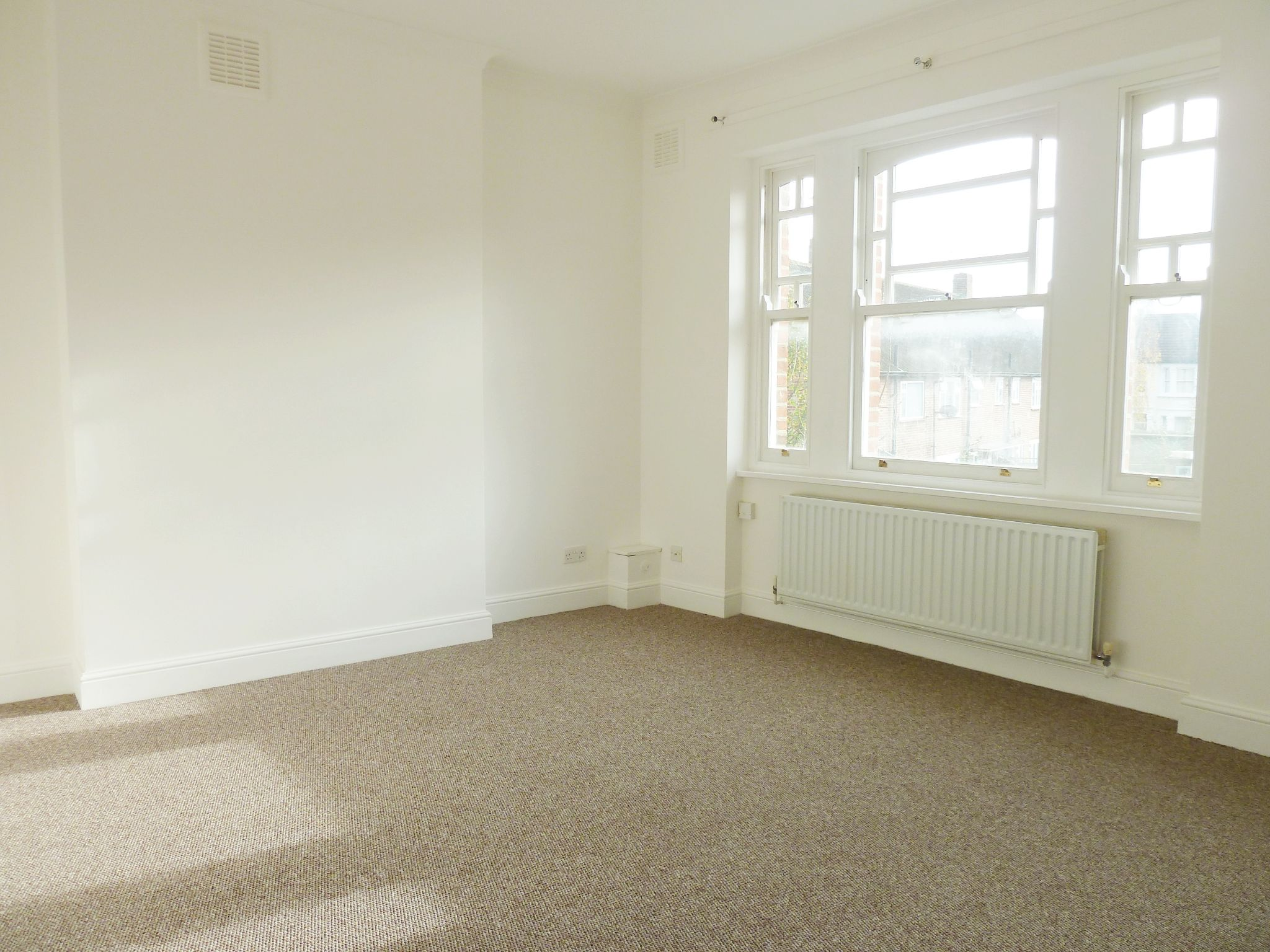 1 bedroom flat flat/apartment To Let in London - Spacious Bedroom - Double Glazing