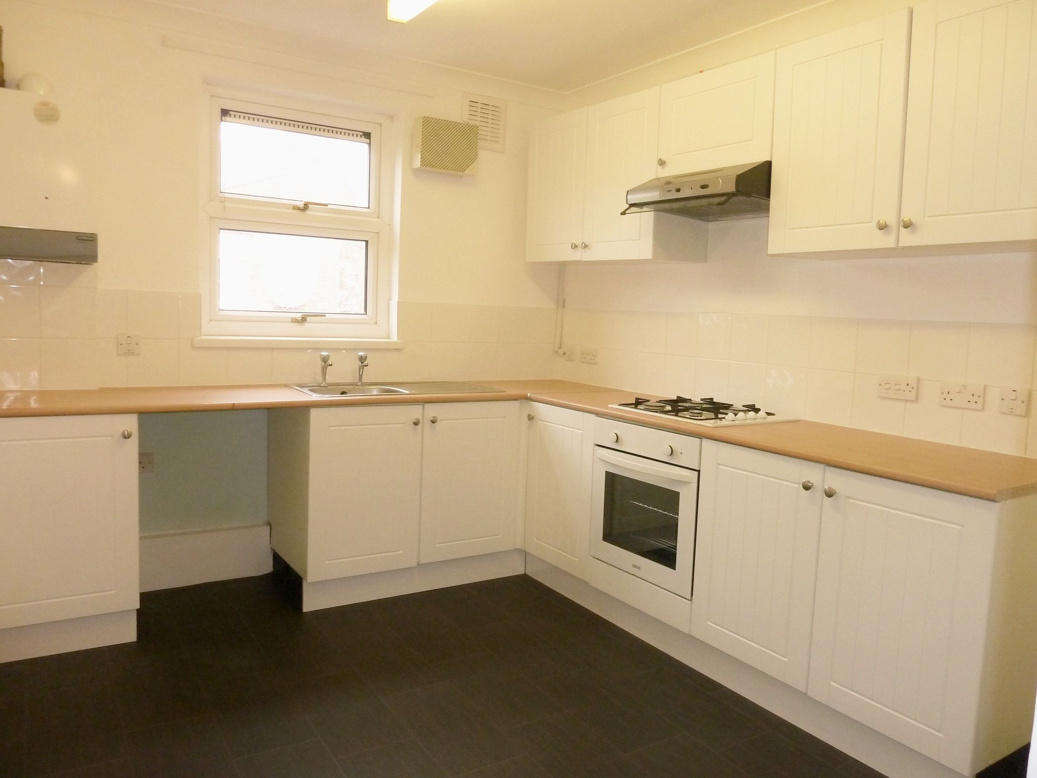 1 bedroom flat flat/apartment To Let in London - Fitted Kitchen/Dining Area