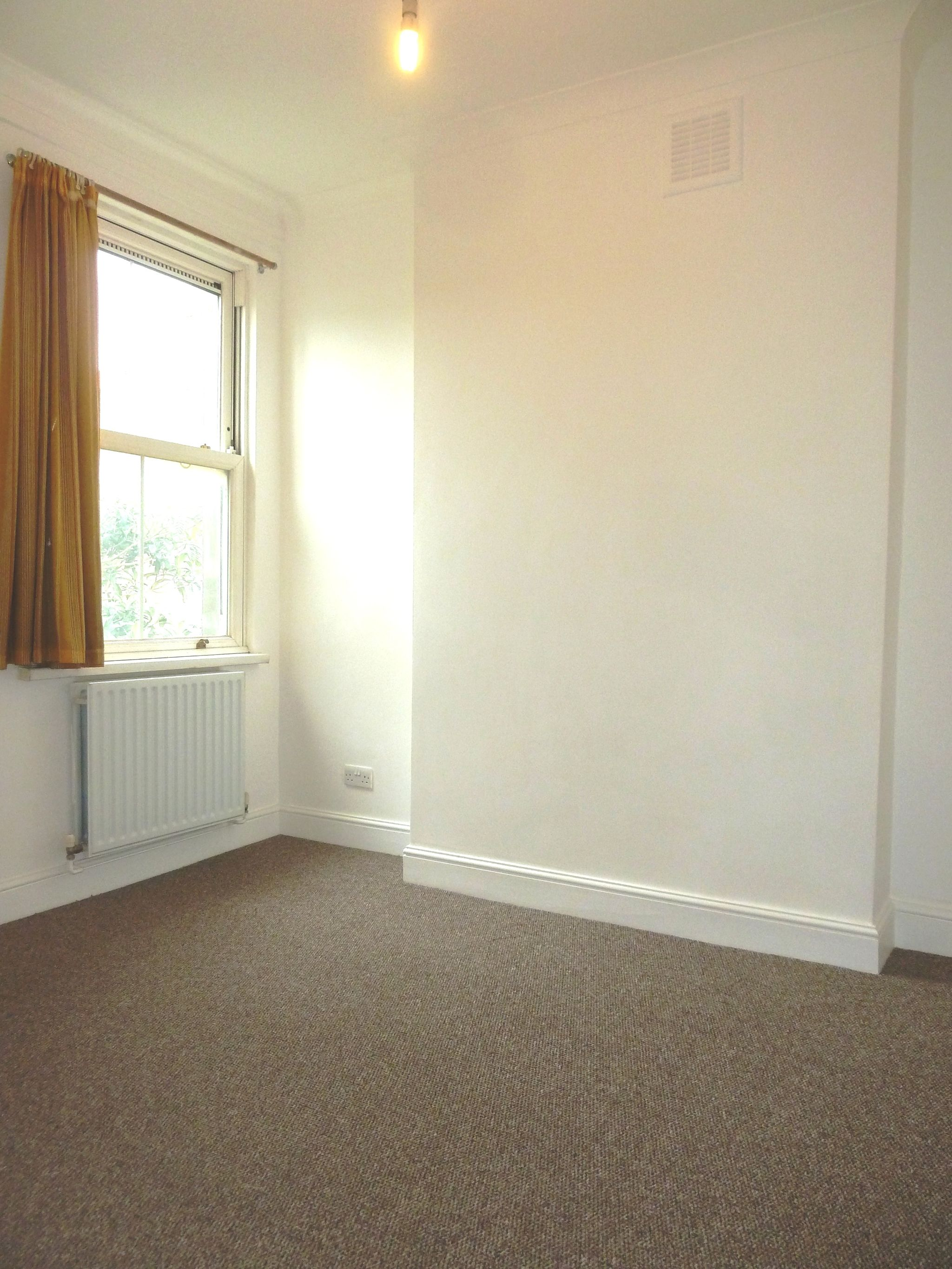 1 bedroom flat flat/apartment To Let in London - Bedroom