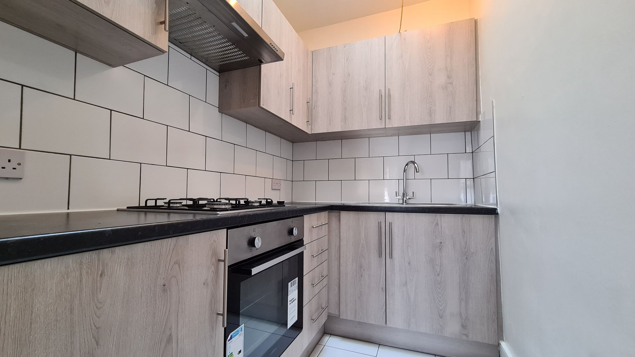 2 bedroom apartment flat/apartment To Let in London - Fully fitted refurbished kitchen
