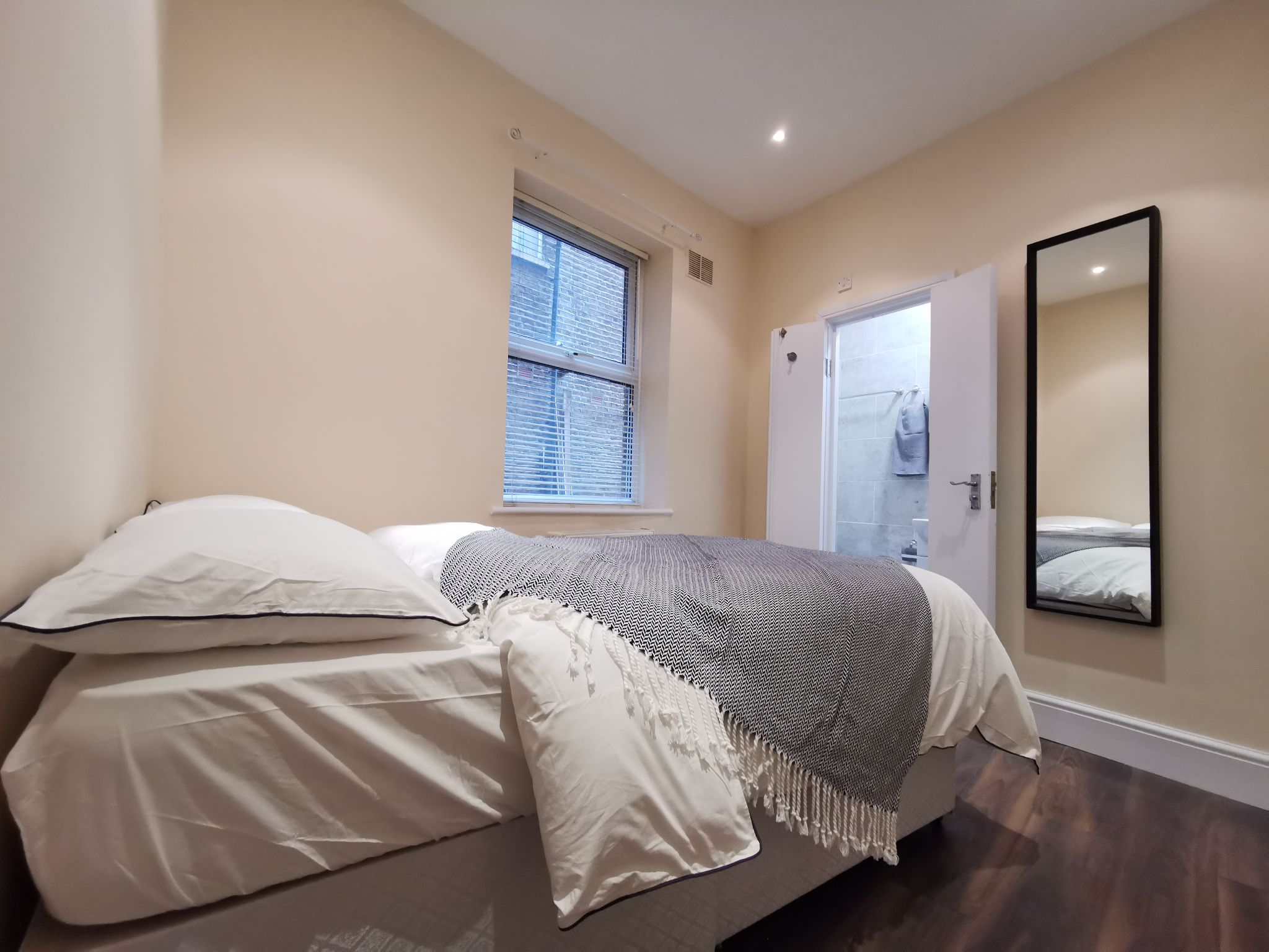 1 bedroom apartment flat/apartment To Let in London - Double bedroom with ensuite