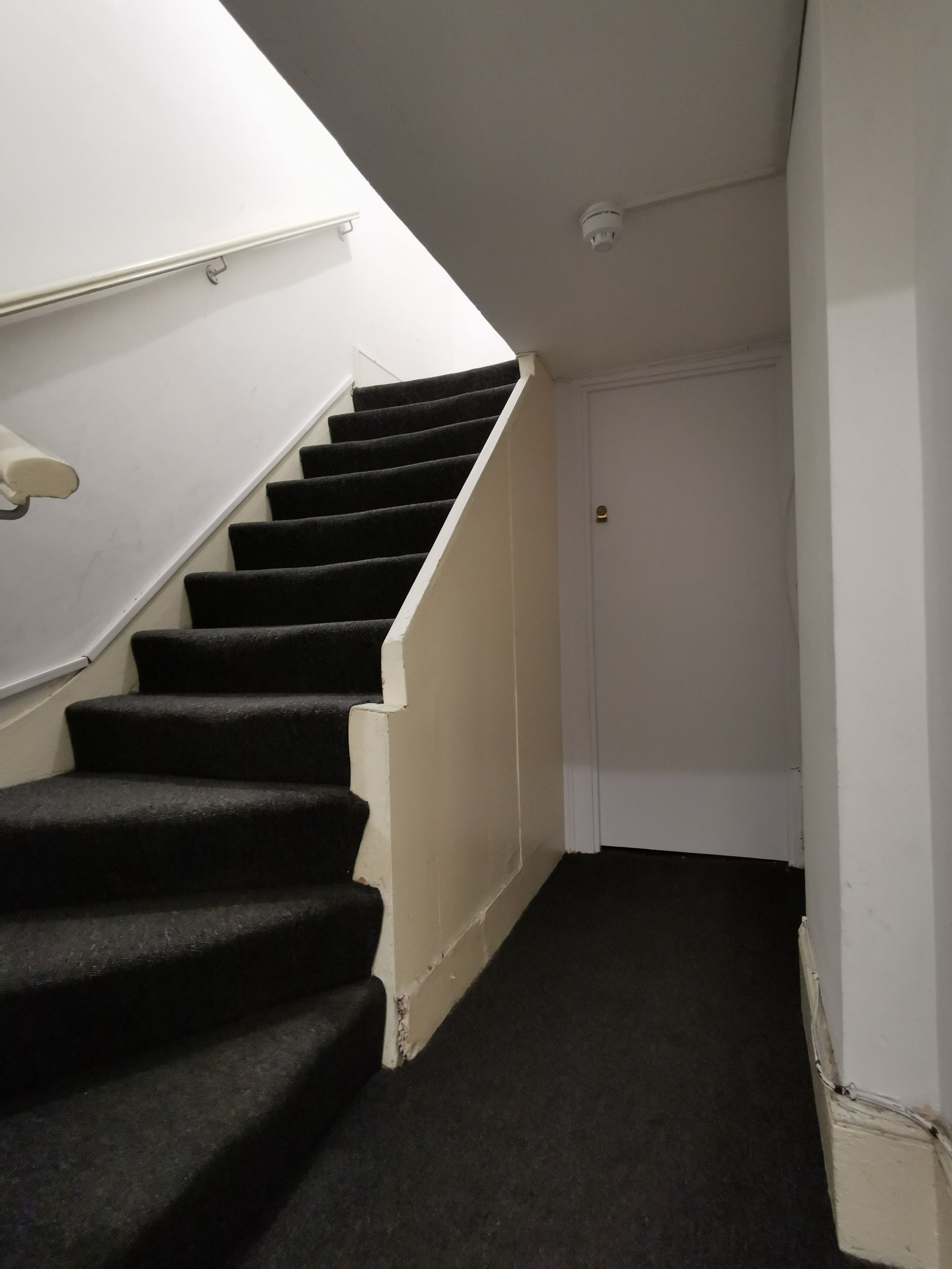 1 bedroom apartment flat/apartment To Let in London - Fla Entrance