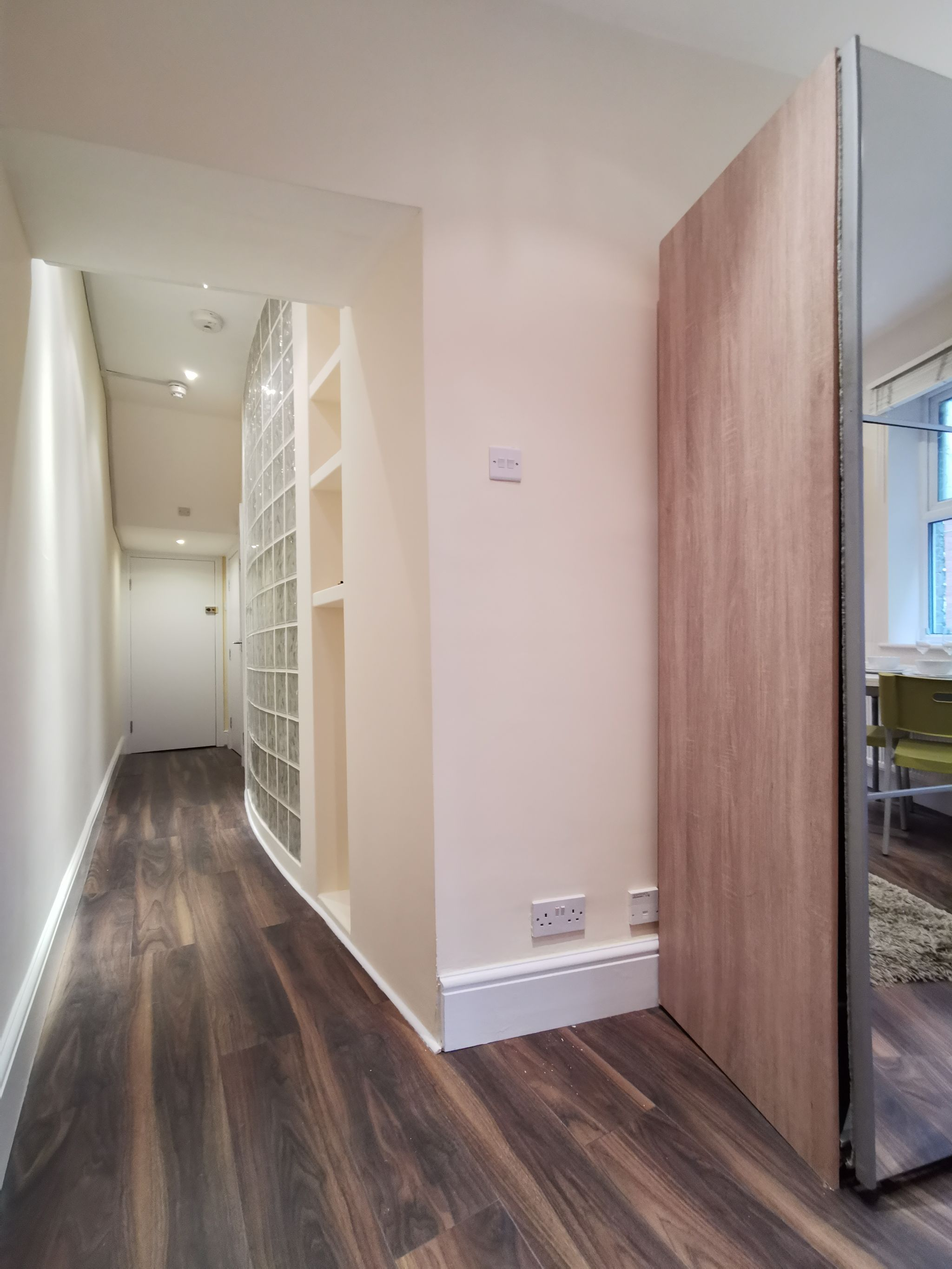 1 bedroom apartment flat/apartment To Let in London - Entrance Hallway