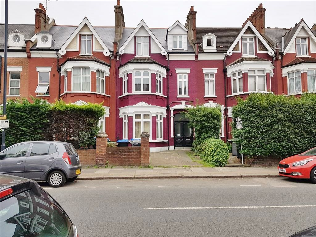 1 bedroom studio flat/apartment To Let in Cricklewood - Front of the property