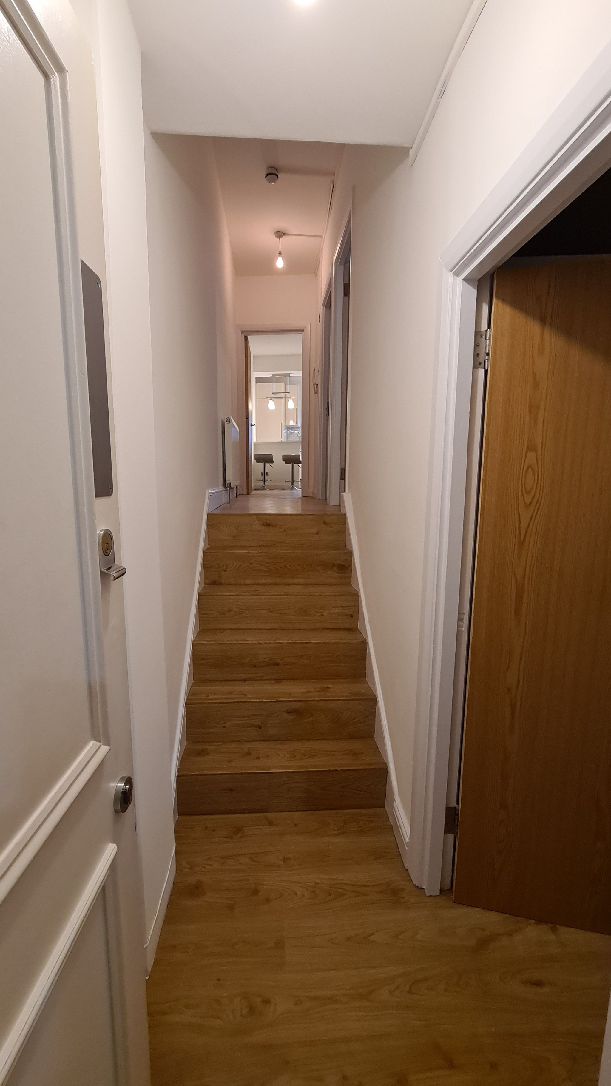 2 bedroom apartment flat/apartment To Let in Willesden Green - Entrance To Flat