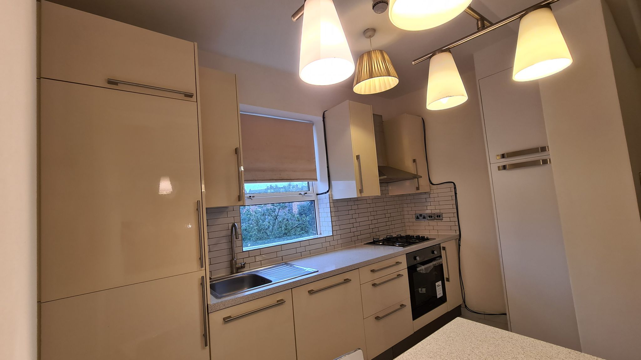 2 bedroom apartment flat/apartment To Let in Willesden Green - Kitchen with washing Machine