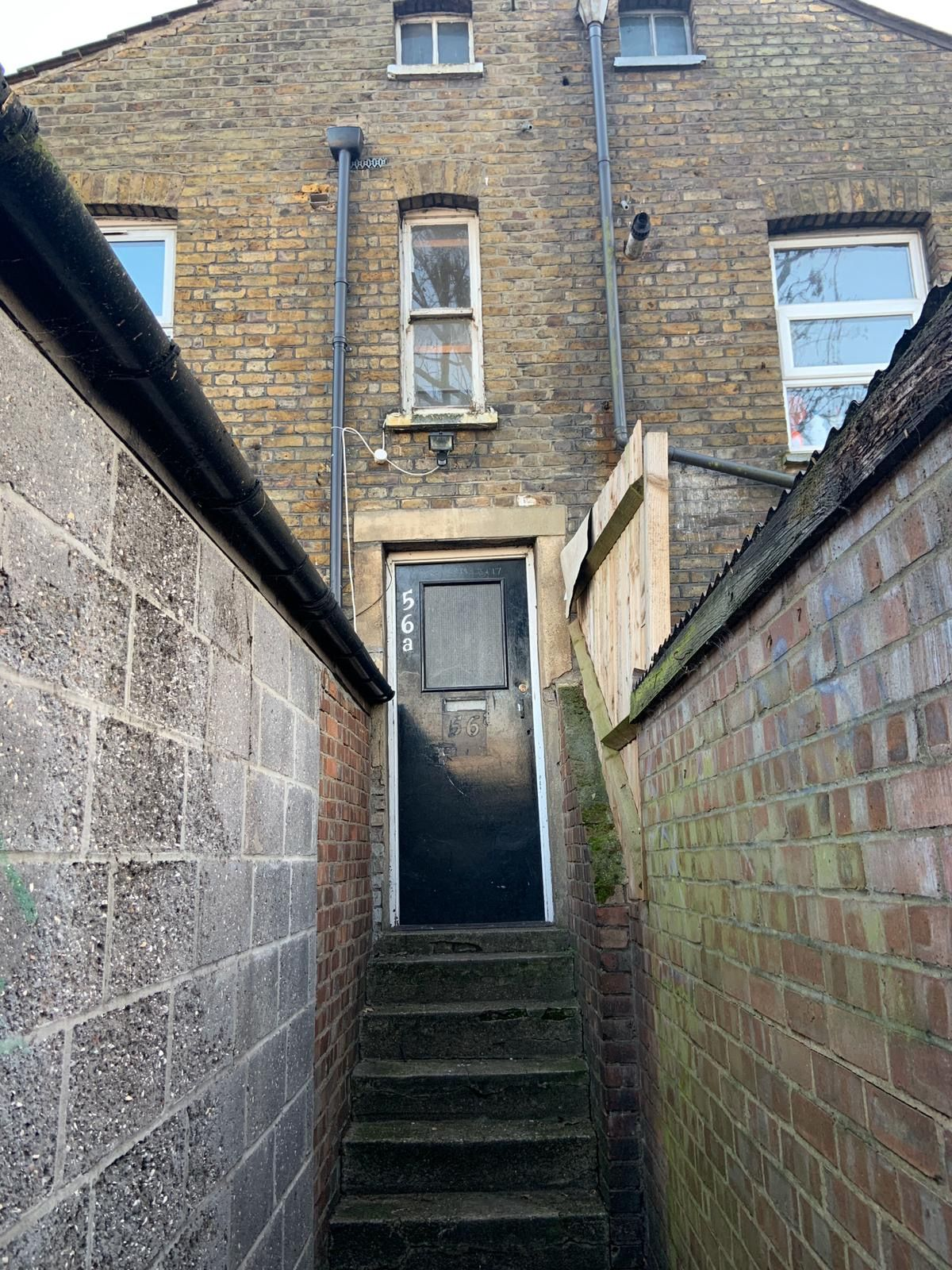 4 bedroom apartment flat/apartment To Let in Willesden - Entrance TO BUILDING