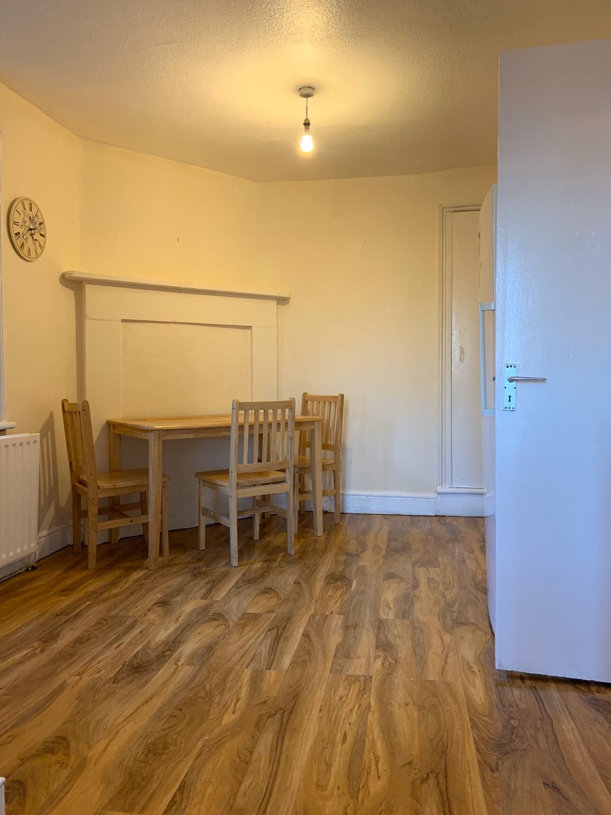 4 bedroom apartment flat/apartment To Let in Willesden - Dining table