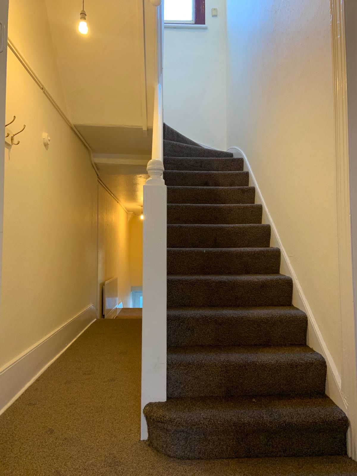 4 bedroom apartment flat/apartment To Let in Willesden - Hallway