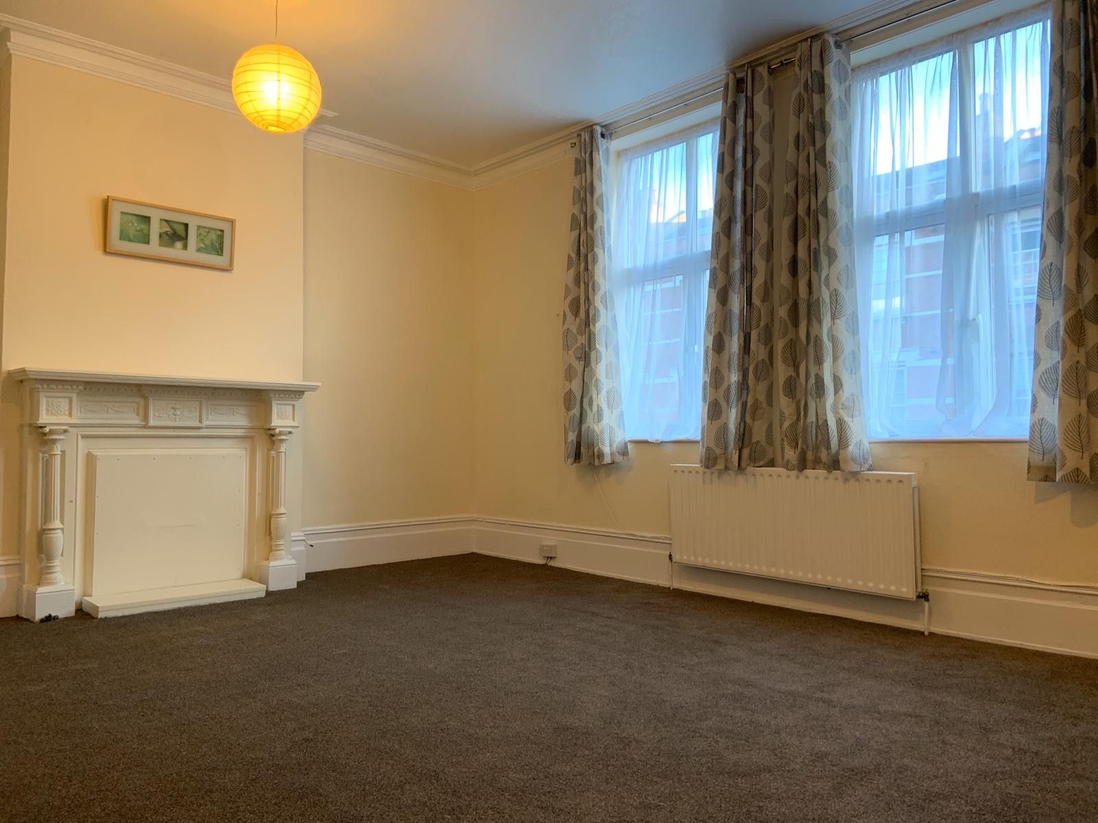 4 bedroom apartment flat/apartment To Let in Willesden - Living Room