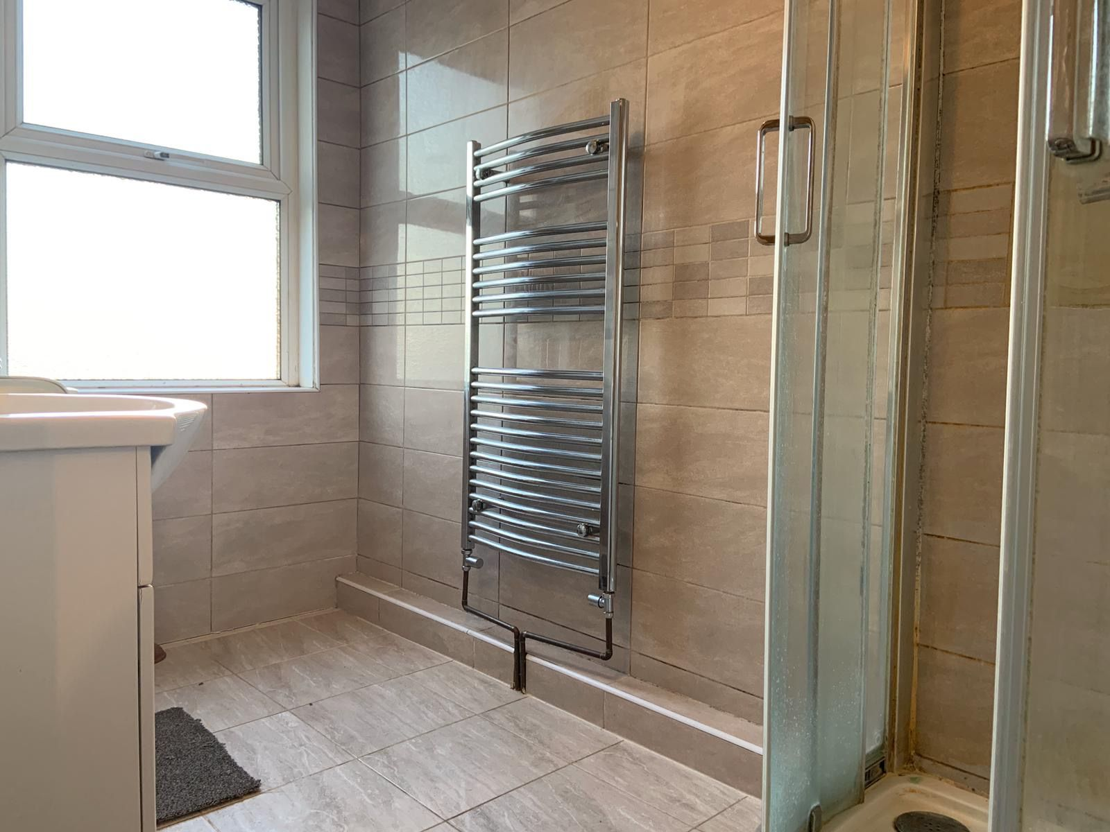 4 bedroom apartment flat/apartment To Let in Willesden - Bathroom