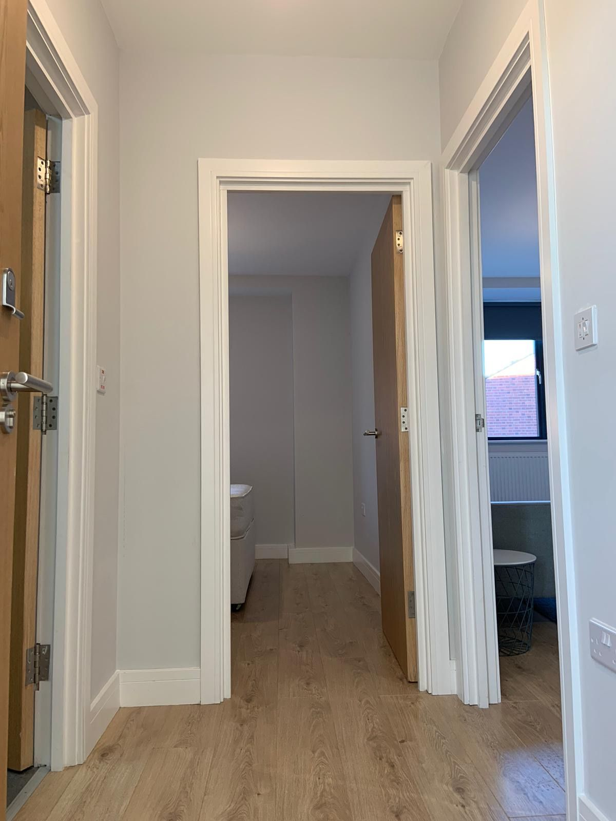 1 bedroom apartment flat/apartment Under Offer in Kingsbury - Entrance Hallway