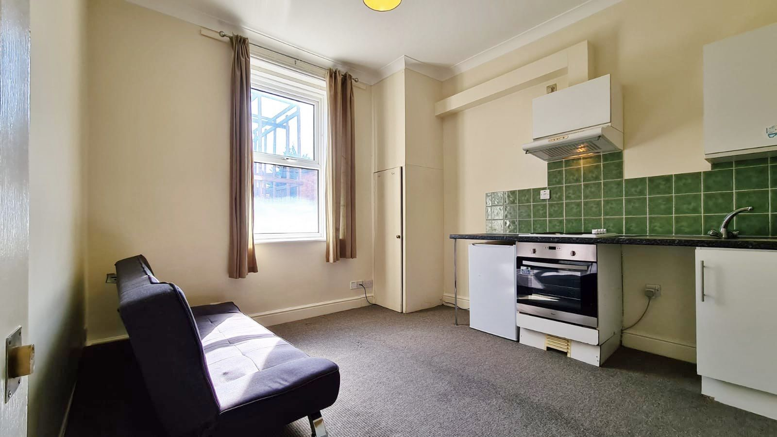 1 bedroom studio flat/apartment To Let in London - Main Studio
