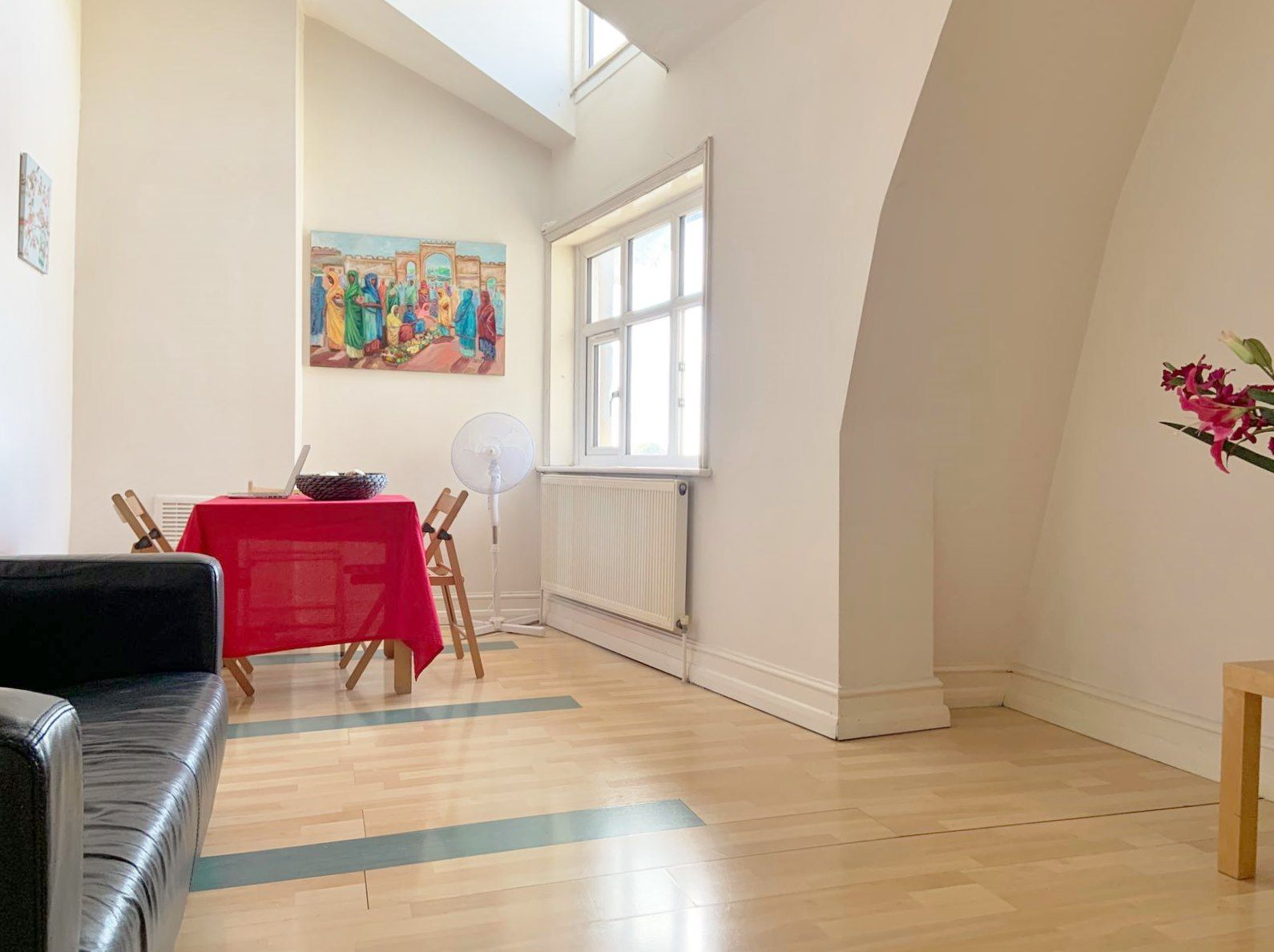 1 bedroom apartment flat/apartment To Let in London - SPACIOUS LIVING ROOM